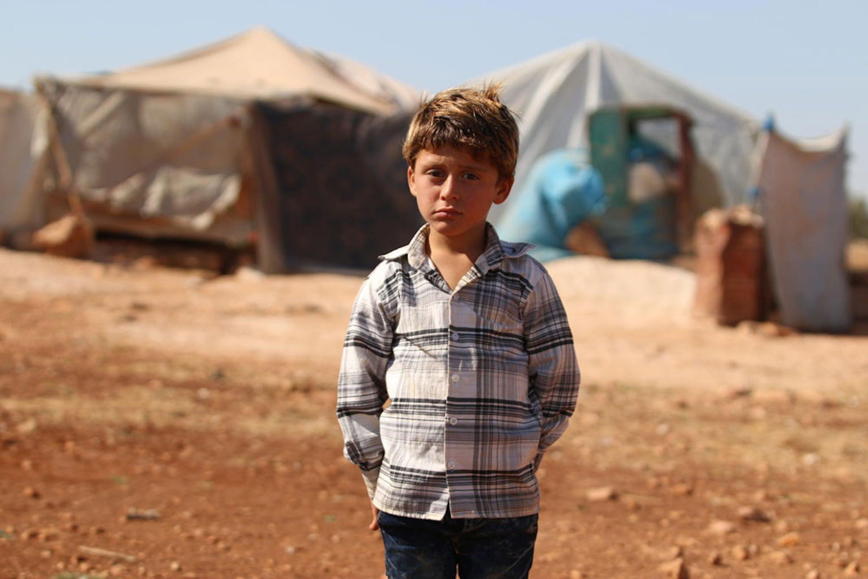 Un bambino sfollato nei dintorni di Idlib, teatro dell'imminente attacco di terra da parte dell'esercito siriano - ©UNICEF/UN0233870/Al Shami