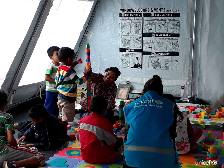 Messico, un centro per il supporto emotivo con  attività ludiche per i bambini migranti che viaggiano in carovana -  © UNICEF Messico.jpg