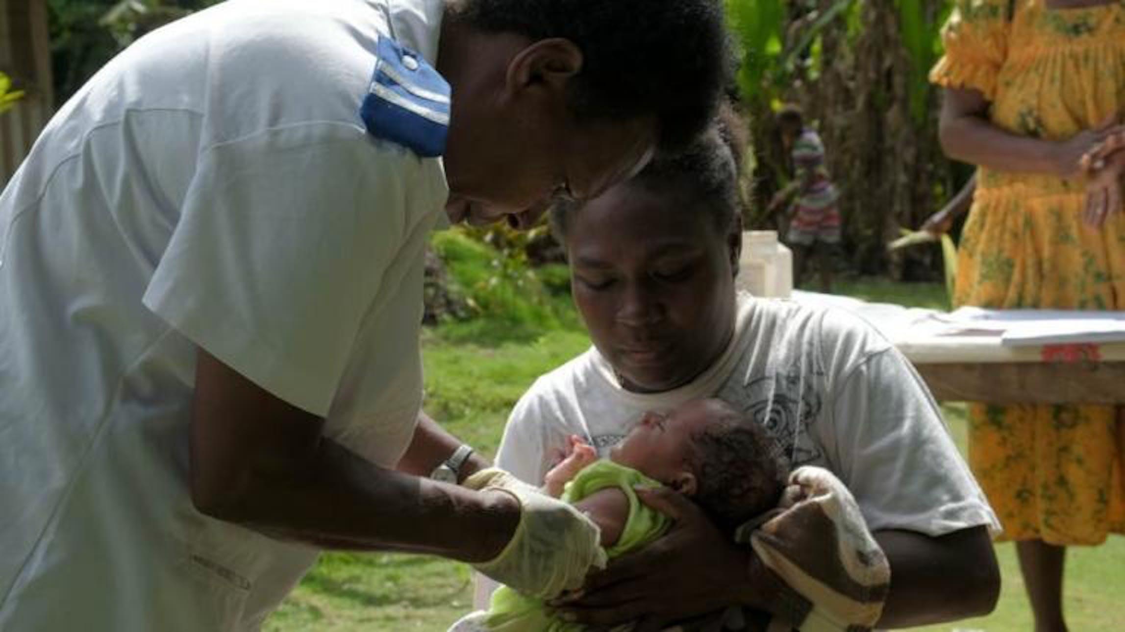 La vaccinazione del piccolo Joy a Erromango (arcipelago delle Vanuatu) - ©UNICEF/2018