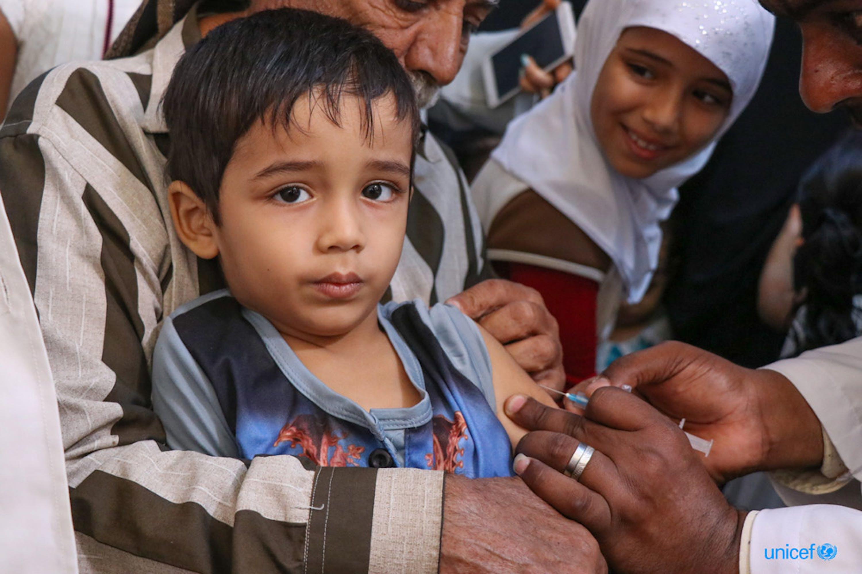 Vaccinazione contro morbillo e rosolia a Aden (Yemen) - ©UNICEF/UN0284422/Fadhel