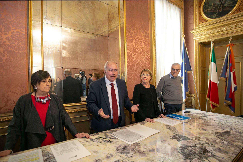 Un momento della firma del protocollo con la regione Piemonte