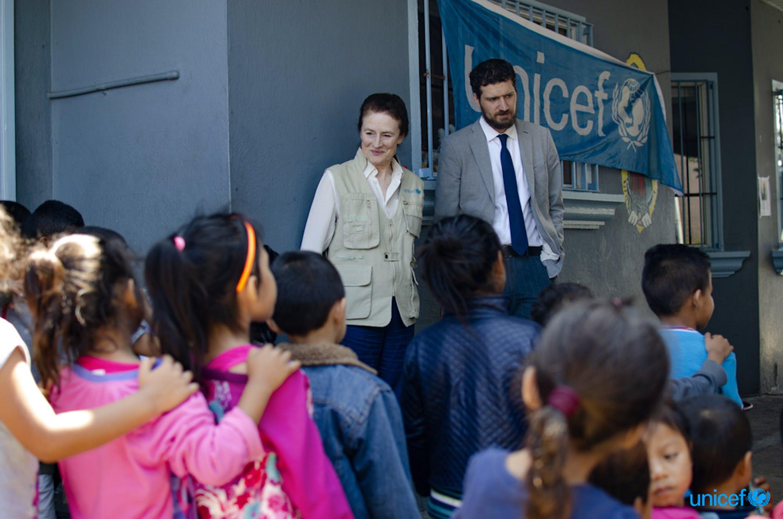 Tijuana, Messico Il direttore esecutivo dell'UNICEF Henrietta H. Fore visita un centro di accoglienza supportato dove i bambini migranti provenienti dal Messico e dall'America centrale ricevono sostegno psicosociale © UNICEF/UN0321669/Carrillo