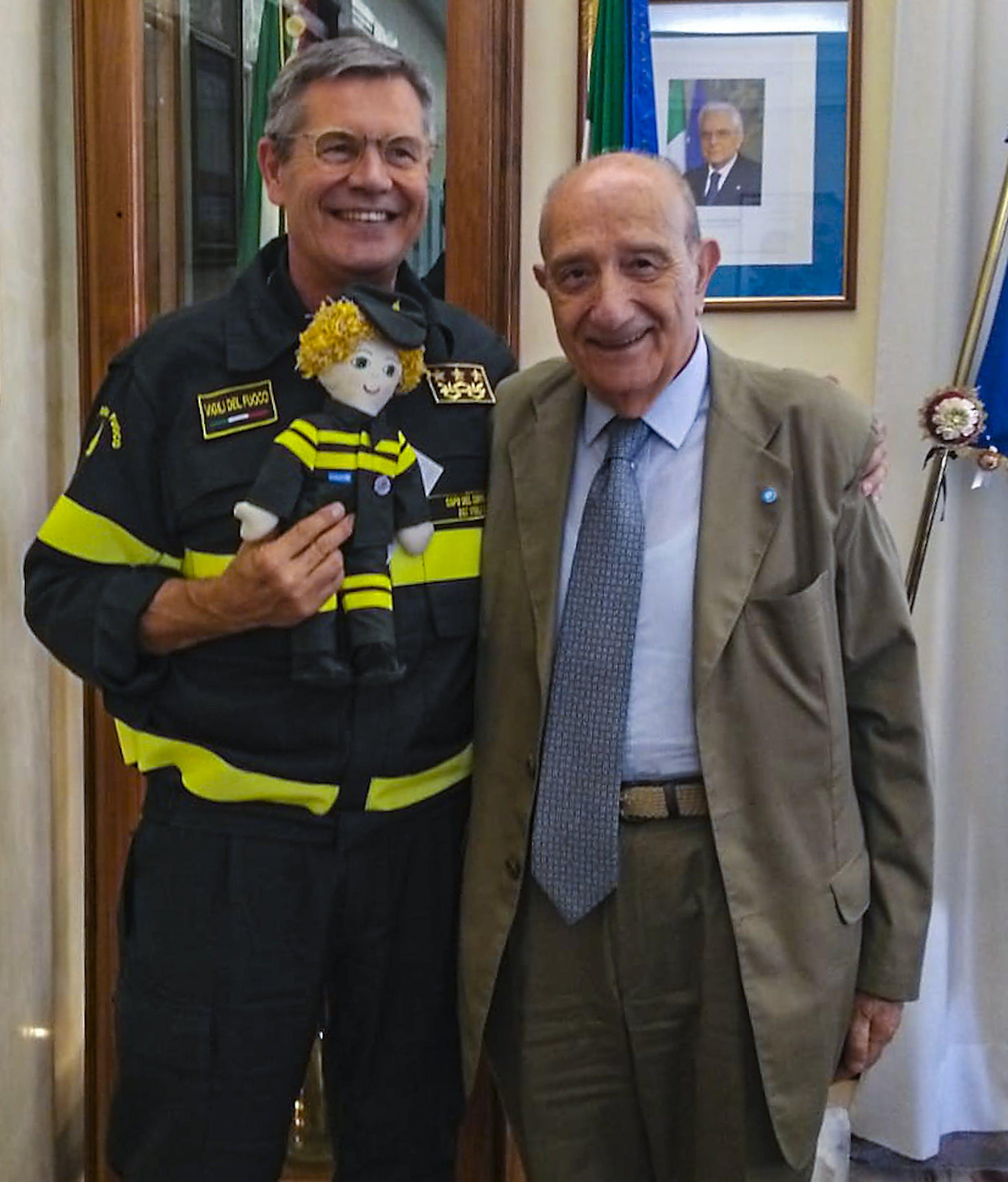 Il capo dei Vigili del Fuoco Fabio Dattilo con il presidente dell'UNICEF Italia Francesco Samengo