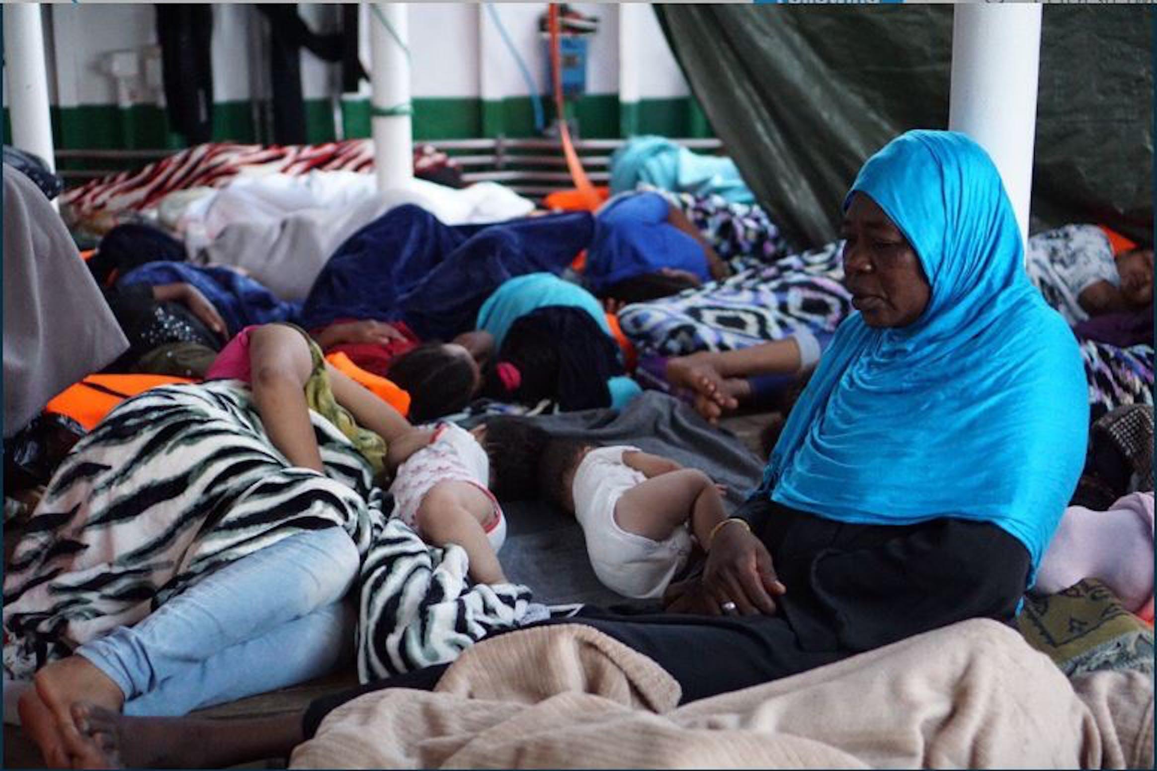Alcuni dei bambini salvati nei giorni scorsi dalla nave