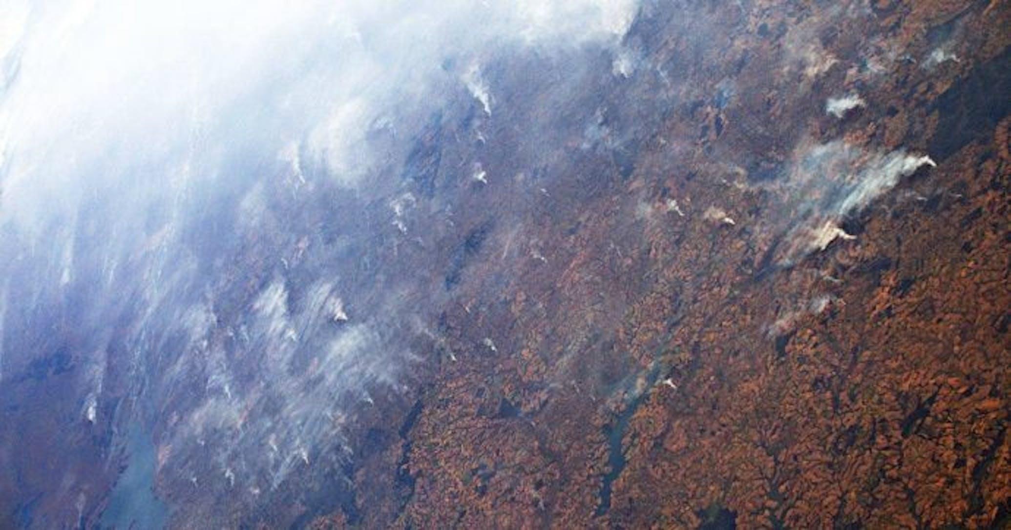 Un'immagine dei roghi in Amazzonia scattata dall'astronauta italiano dell'ESA Luca Parmitano (Goodwill Ambassador UNICEF Italia) a bordo della Stazione Spaziale Internazionale