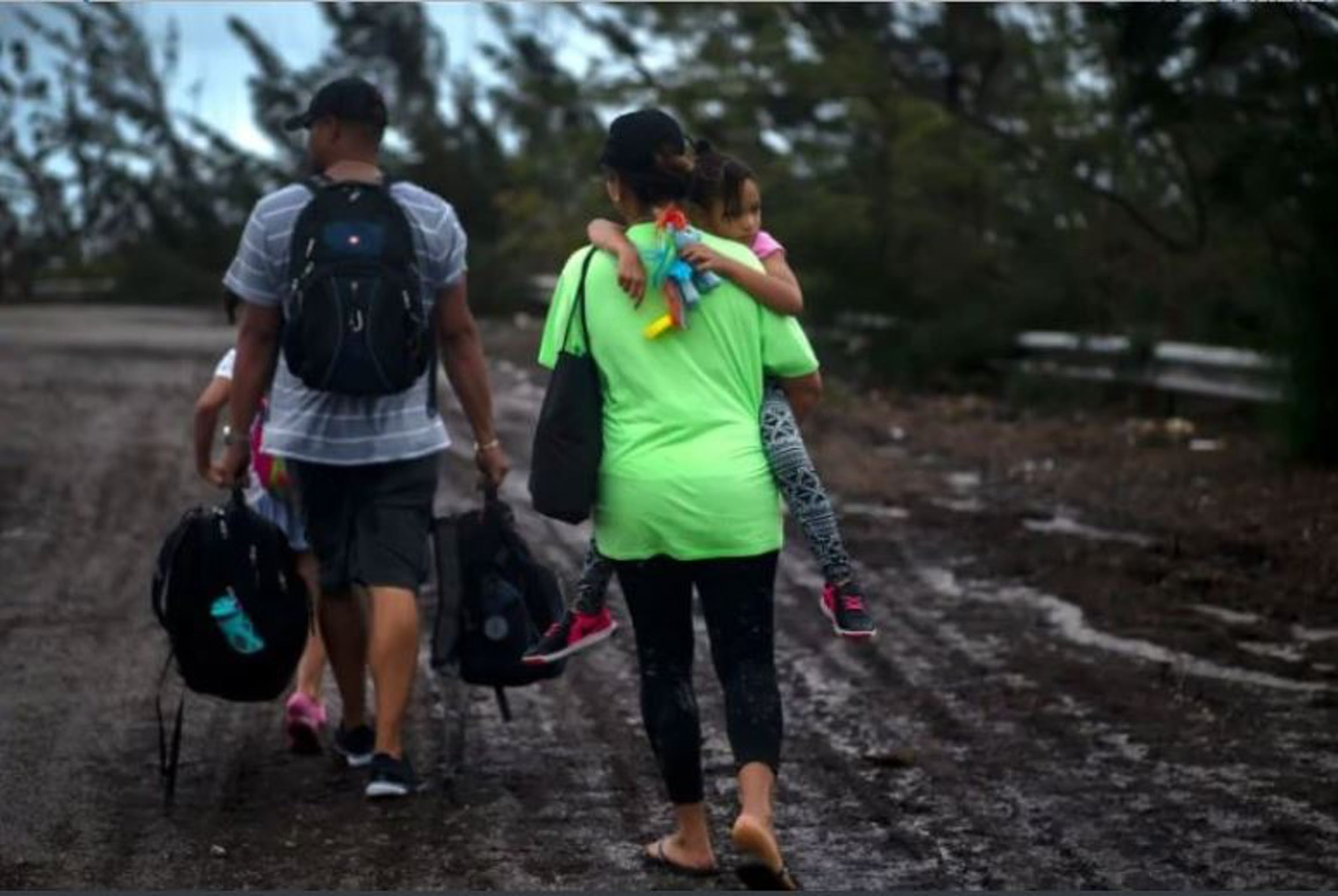 Una famiglia di Grand Bahama, l'isola dell'arcipelago più colpita dall'uragano Dorian - ©Associated Press