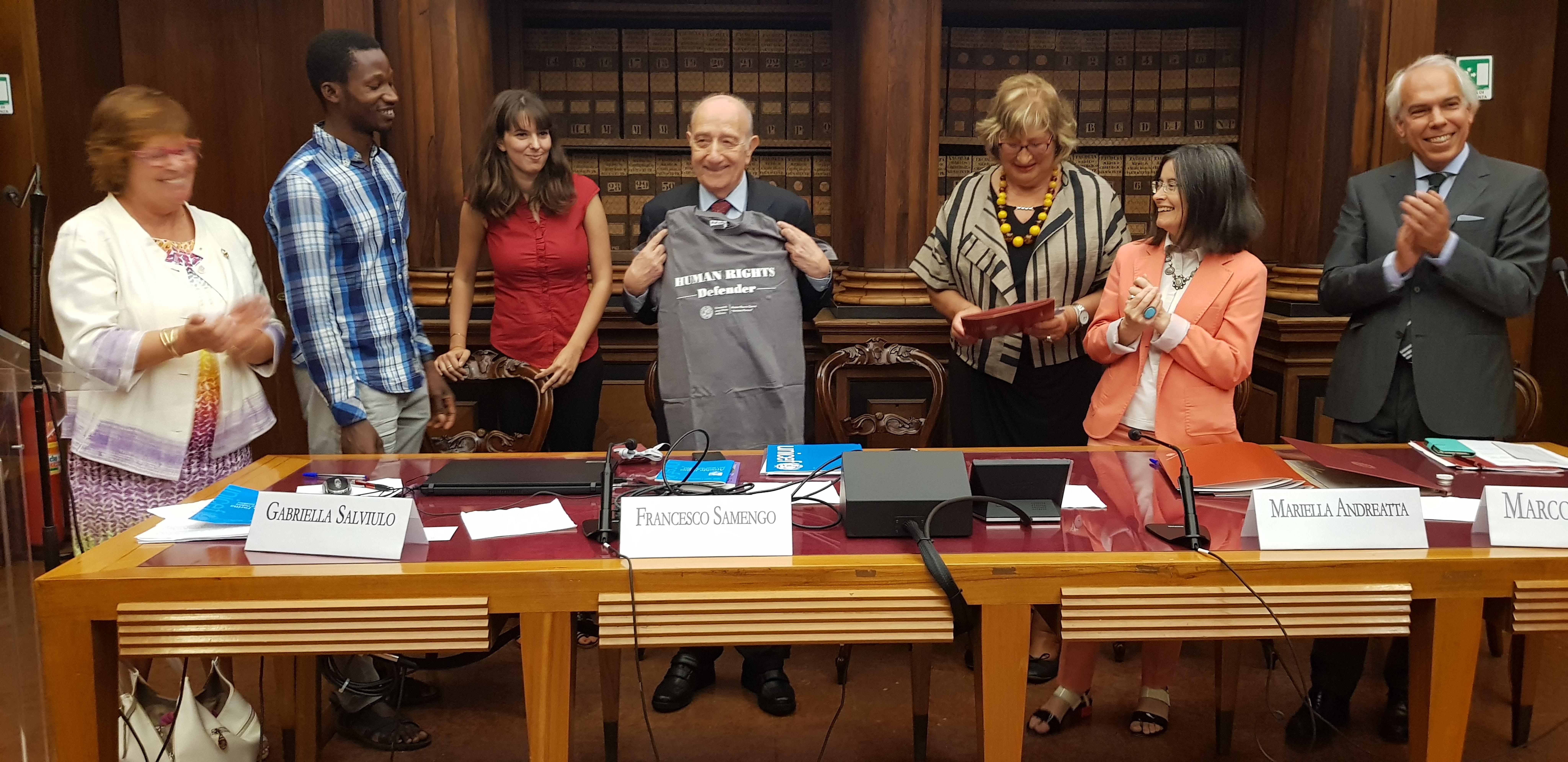 Un momento della cerimonia conclusasi con la firma del protocollo tra UNICEF e Università di Padova. Al centro della foto il Presidente dell'UNICEF Italia Francesco Samengo