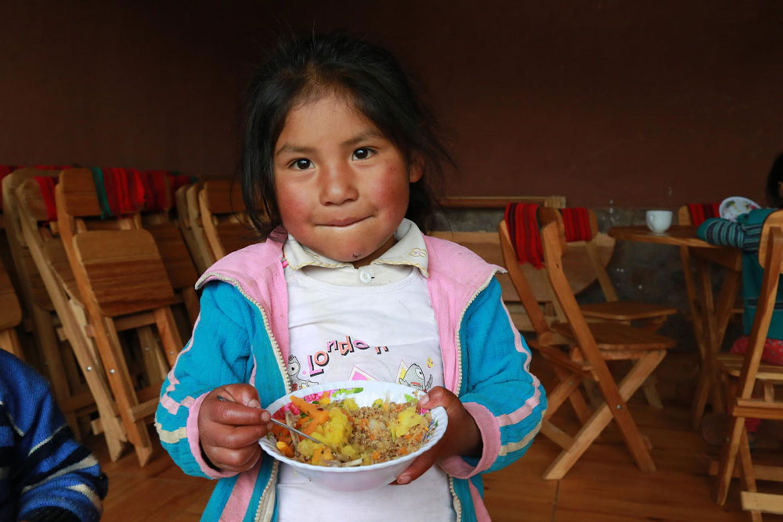 Una bambina della comunità rurale di Hanaq Chuquibamba, nei pressi di Cuzco (Perù). Questa immagine è stata scelta come copertina del Rapporto UNICEF 2019 - © UNICEF/UNI212715/Vilca