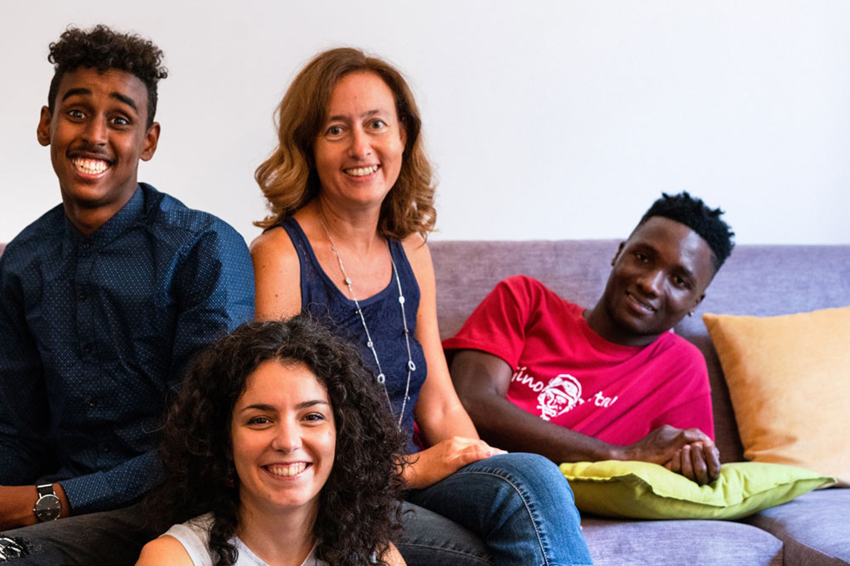 Farah e Sekou, due giovani migranti arrivati in Italia da Somalia e Guinea, con i loro mentori Italiani, Francesca e Annalisa - ©Refugees Welcome Italia