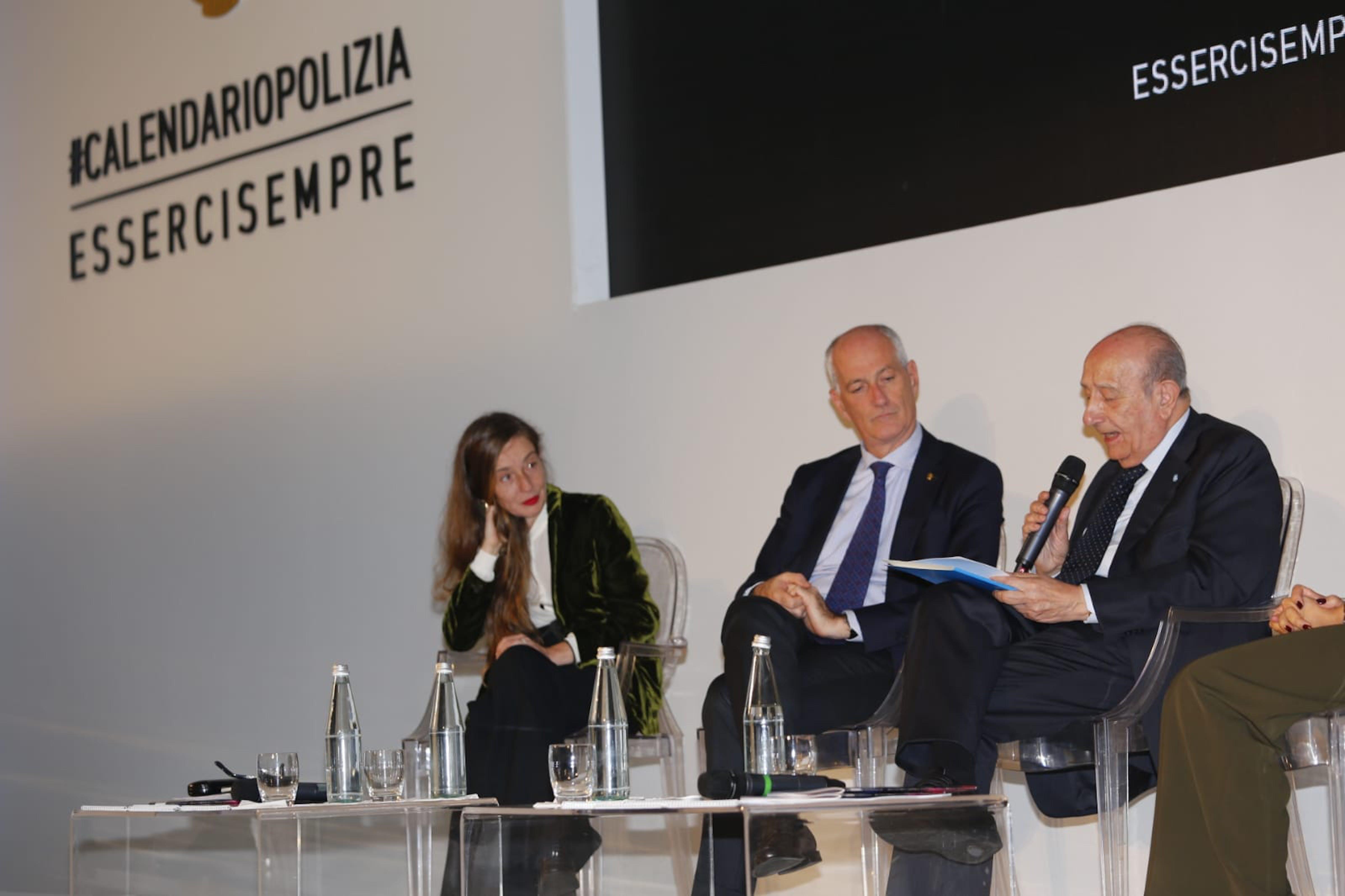 Il capo della Polizia Franco Gabrielli (sin.) e il presidente dell'UNICEF Italia Francesco Samengo alla cerimonia di presentazione del Calendario 2020 della Polizia di Stato