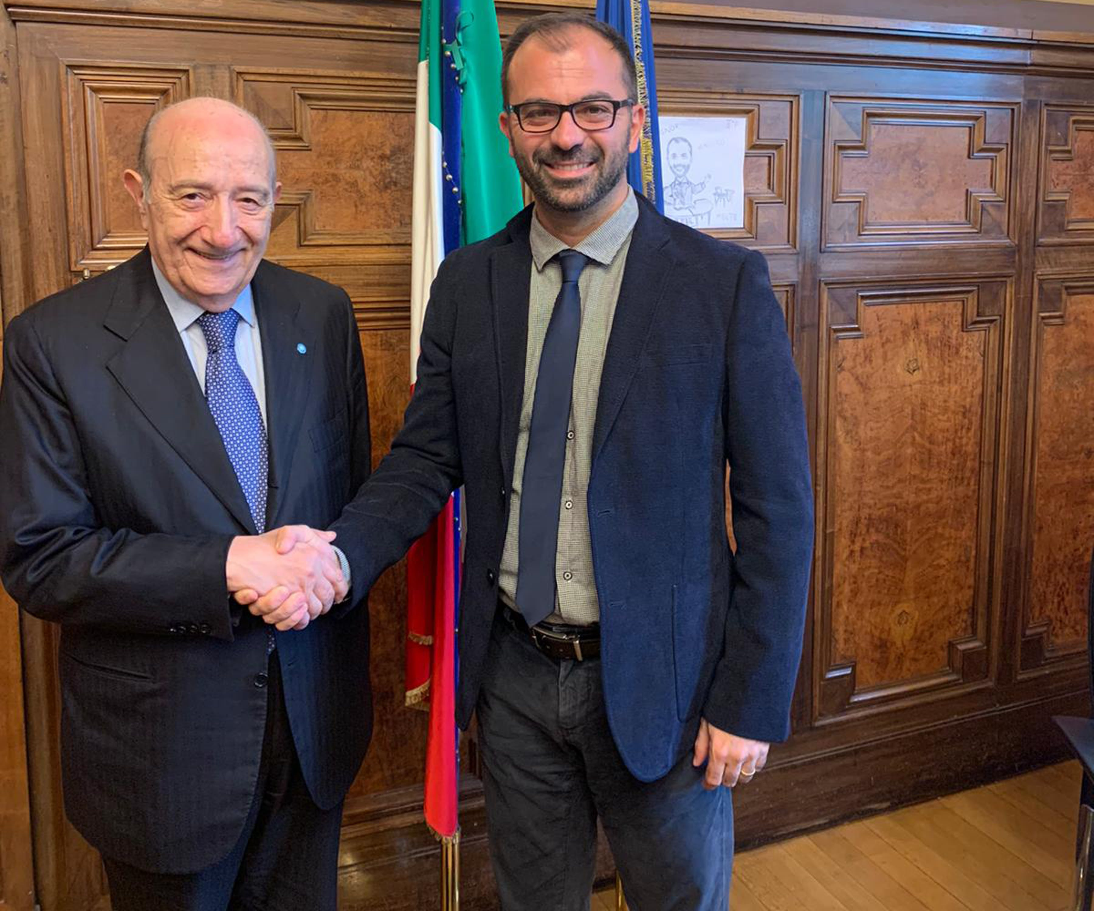 La stretta di mano tra il  presidente dell'UNICEF Italia Francesco Samengo  e il Ministro dell'Istruzione, Univerisità e Ricerca Lorenzo Fioramonti