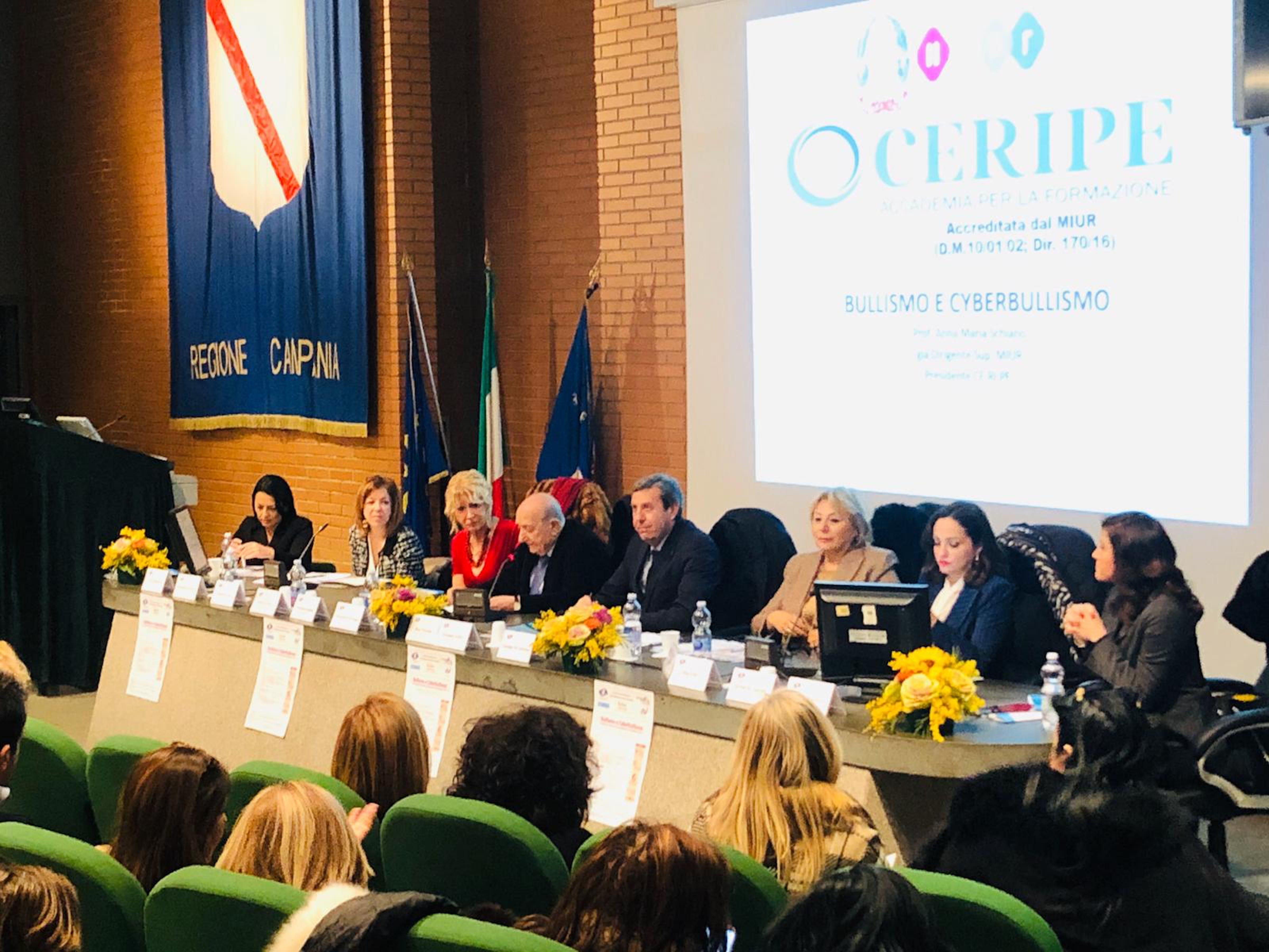 Il presidente dell'UNICEF Italia Samengo durante il convegno sul cyberbullismo a Napoli