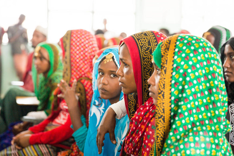 Queste ragazze di Erubti (Etiopia) stanno frequentando un corso per attiviste nella lotta alle mutilazioni genitali femminili, organizzato dall'UNICEF e dal governo dell'Etiopia - ©UNICEF/UN0140865/Mersha