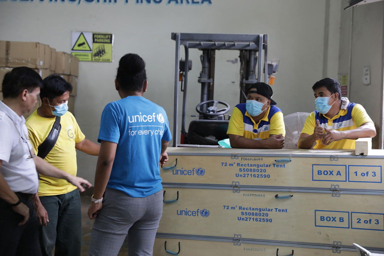 Una delle 20 maxi-tende donate alcuni giorni fa dall'UNICEF al Ministero della Sanità delle Filippine come contributo per il contrasto all'epidemia di COVID-19 nel paese asiatico - ©UNICEF/UNI310635/Verzosa