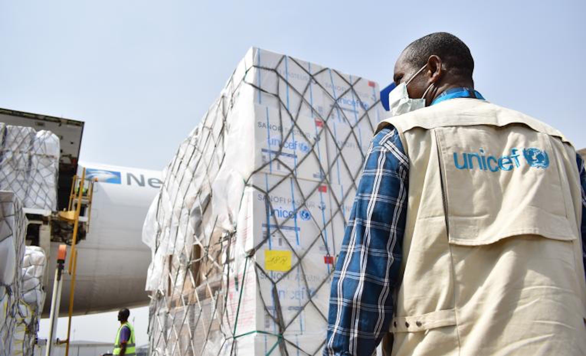 L'arrivo di un volo cargo con aiuti sanitari dell'UNICEF all'aeroporto internazionale di Abuja (Nigeria) nel pieno dell'emergenza COVID-19 - ©UNICEF/2020