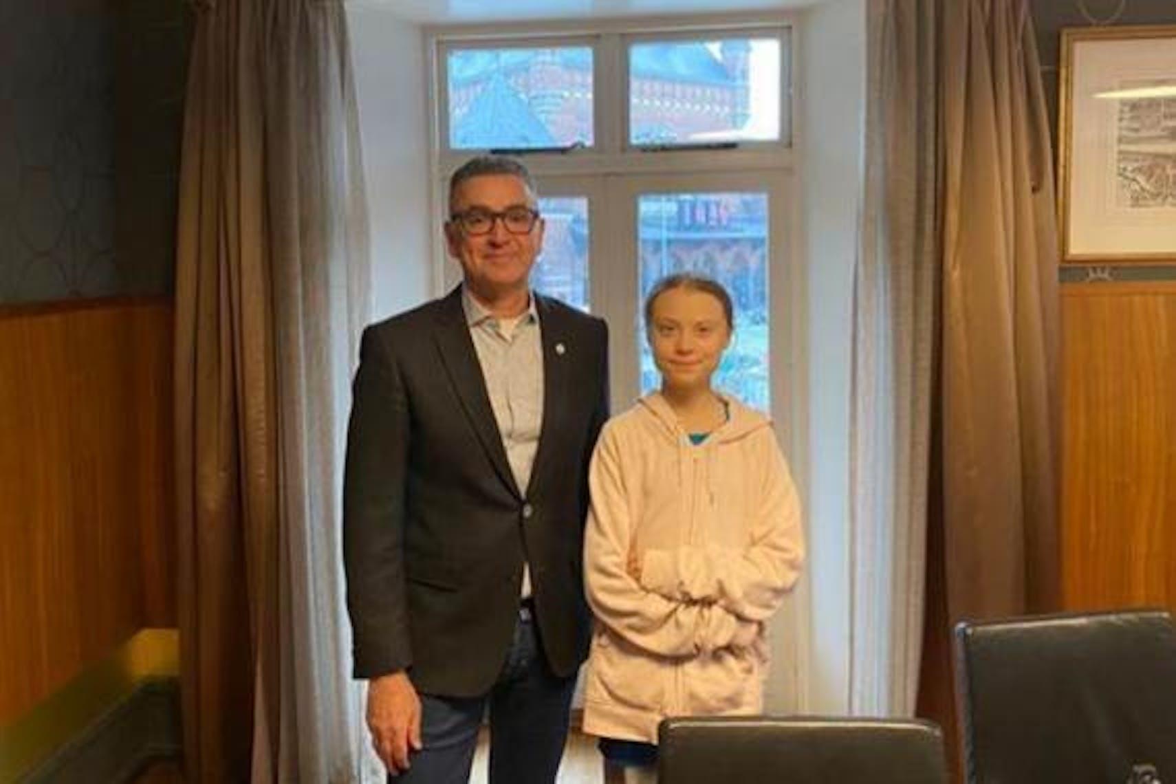 Djaffar Shalchi, fondatore di Human Act e Greta Thunberg insieme per sostenere il lavoro dell'UNICEF nella lotta contro il coronavirus. © Jonas Gregersen/Human Act