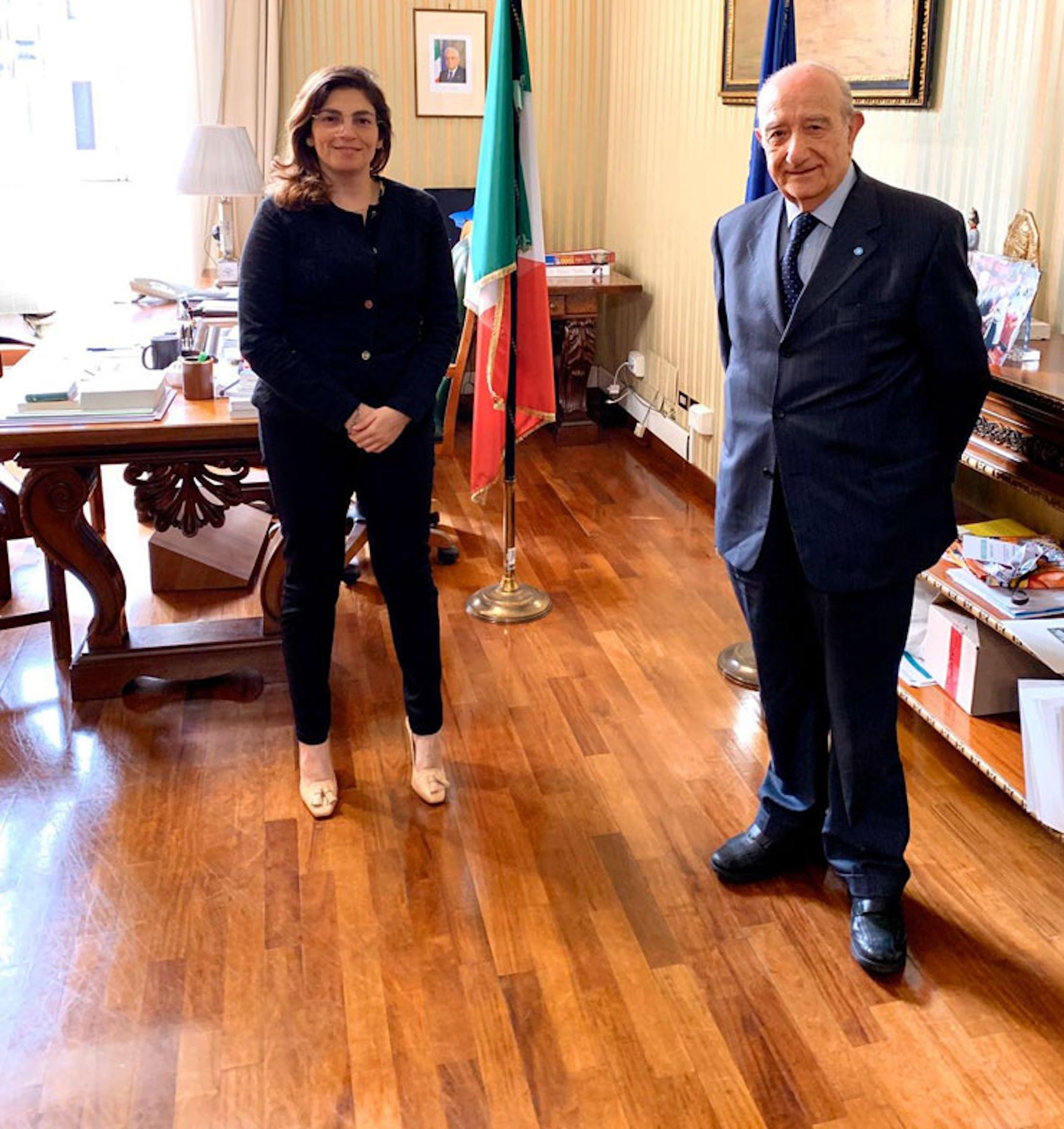 L'incontro tra il viceministro dell'Economia L. Castelli e il presidente dell'UNICEF Italia F. Samengo