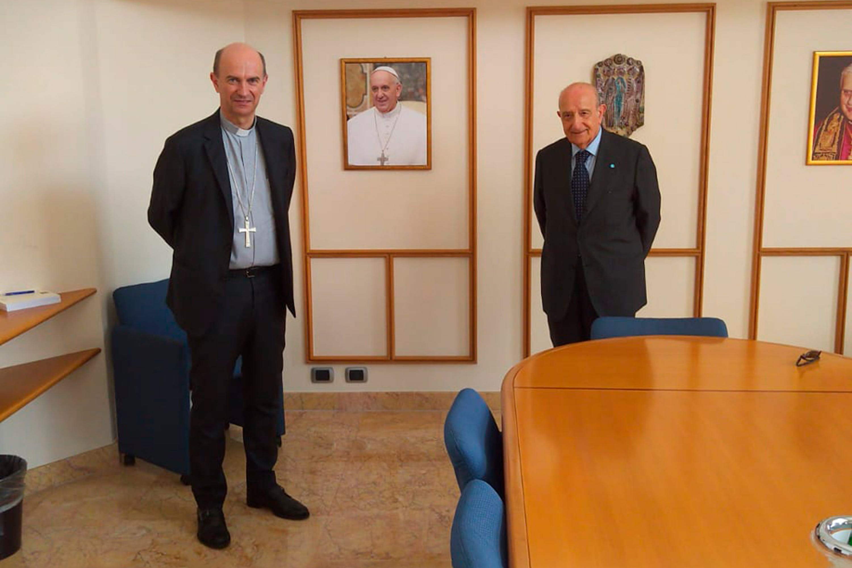 Il Segretario generale della Conferenza Episcopale Italiana mons. Stefano Russo (sin.) e il Presidente dell'UNICEF Italia Francesco Samengo