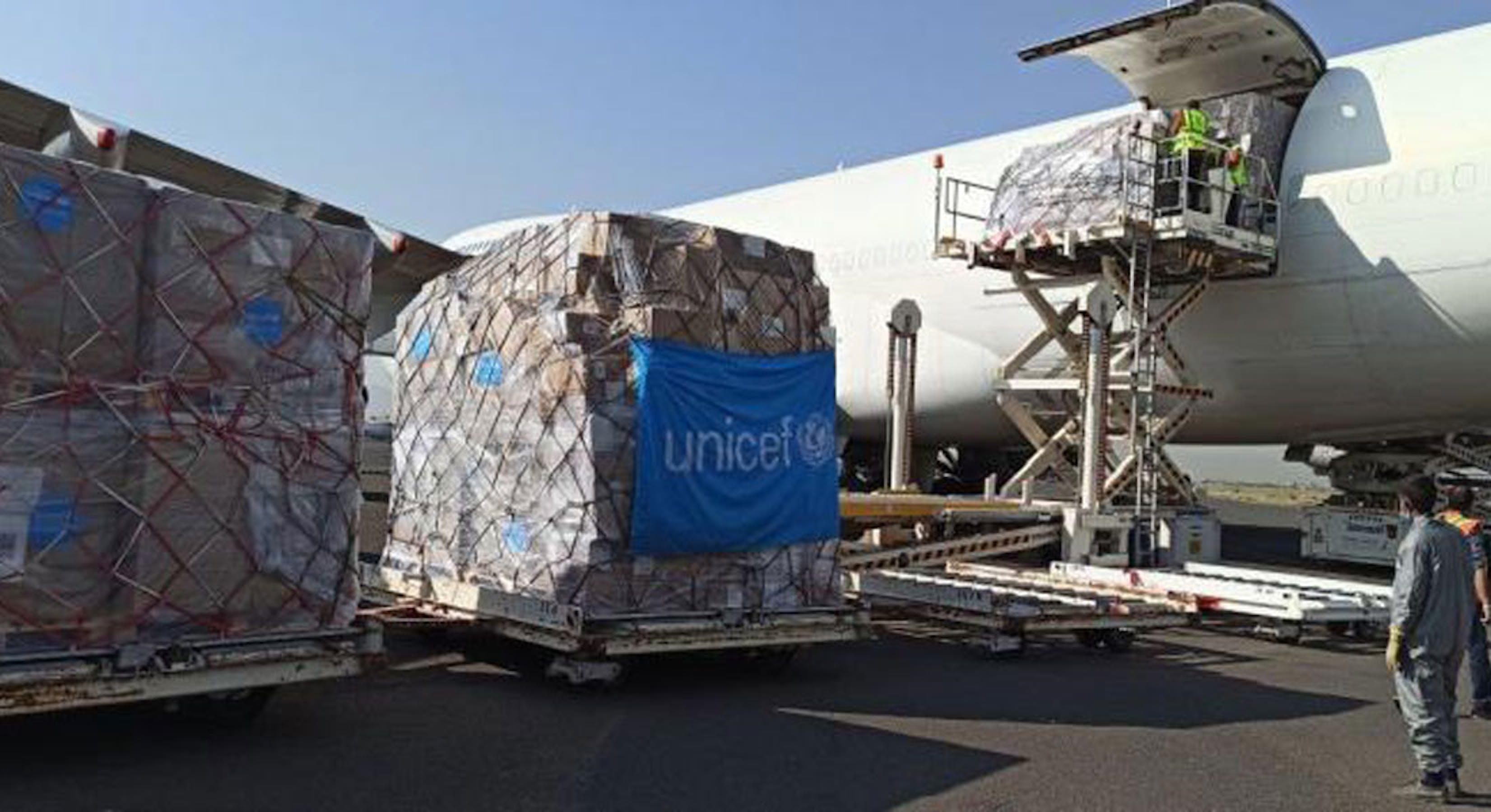 L'arrivo del carico di aiuti umanitari nell'aeroporto di Sana'a, capitale dello Yemen - ©UNICEF Yemen/2020