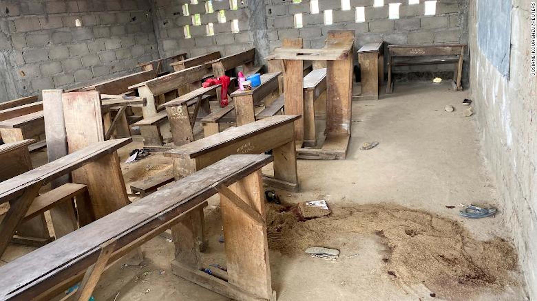Un'aula di Kumba (Camerun) dopo l'attentato del 24 ottobre 2020 - ©CNN