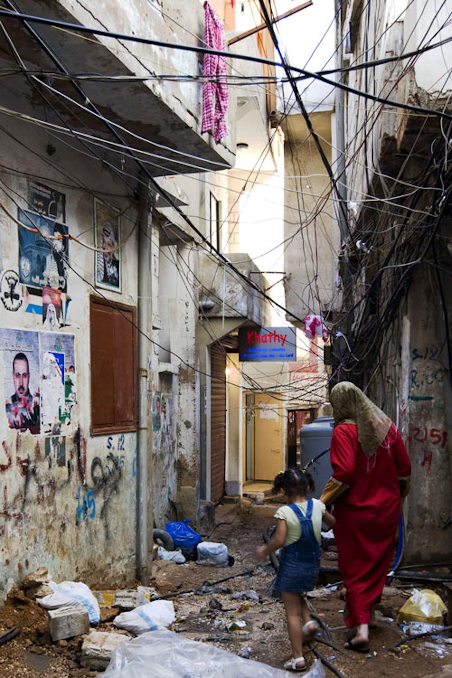 Una strada del campo profughi di Burj el barajni. ©Ada Lombardi/UNICEF Italia/2010