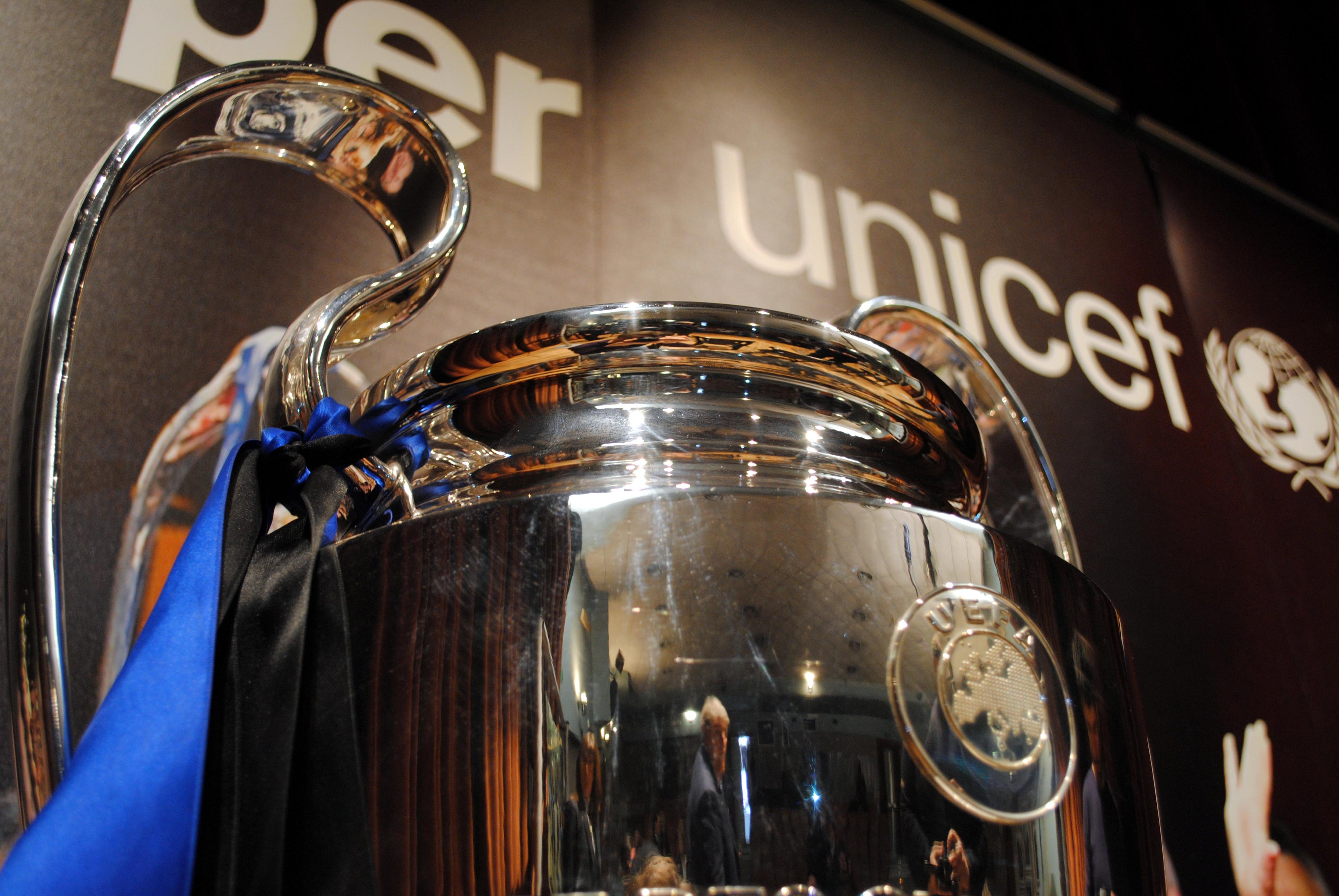 La Champions Cup conquistata dall'Inter nel 2010, protagonista di un tour italiano che ha portato all'UNICEF decine di migliaia di euro di donazioni