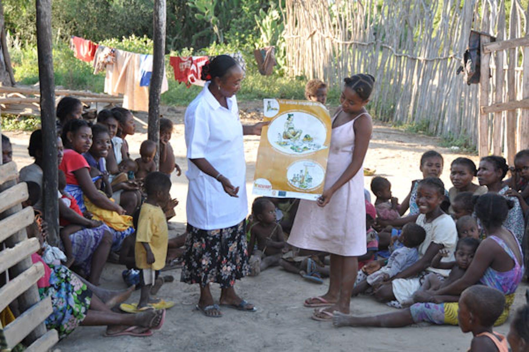 Seduta di formazione nel villaggio di Beraketa, distretto di Ambovombe. Fabio Scamoni©
