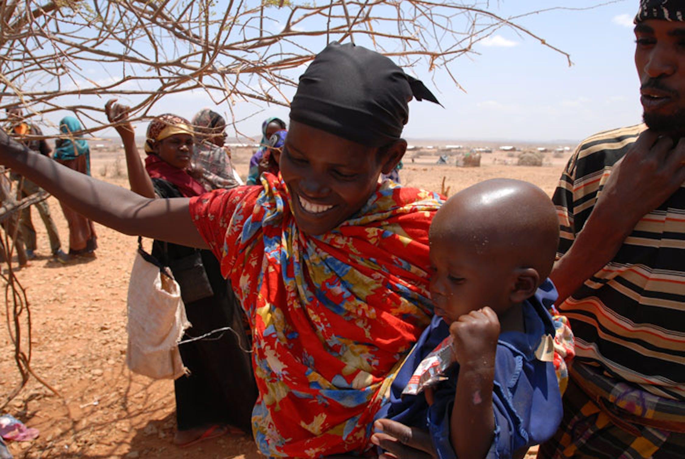 Taakow, la donna protagonista di questa storia, con il suo bambino subito dopo la vaccinazione - ©UNICEF Etiopia/2011/Lemma