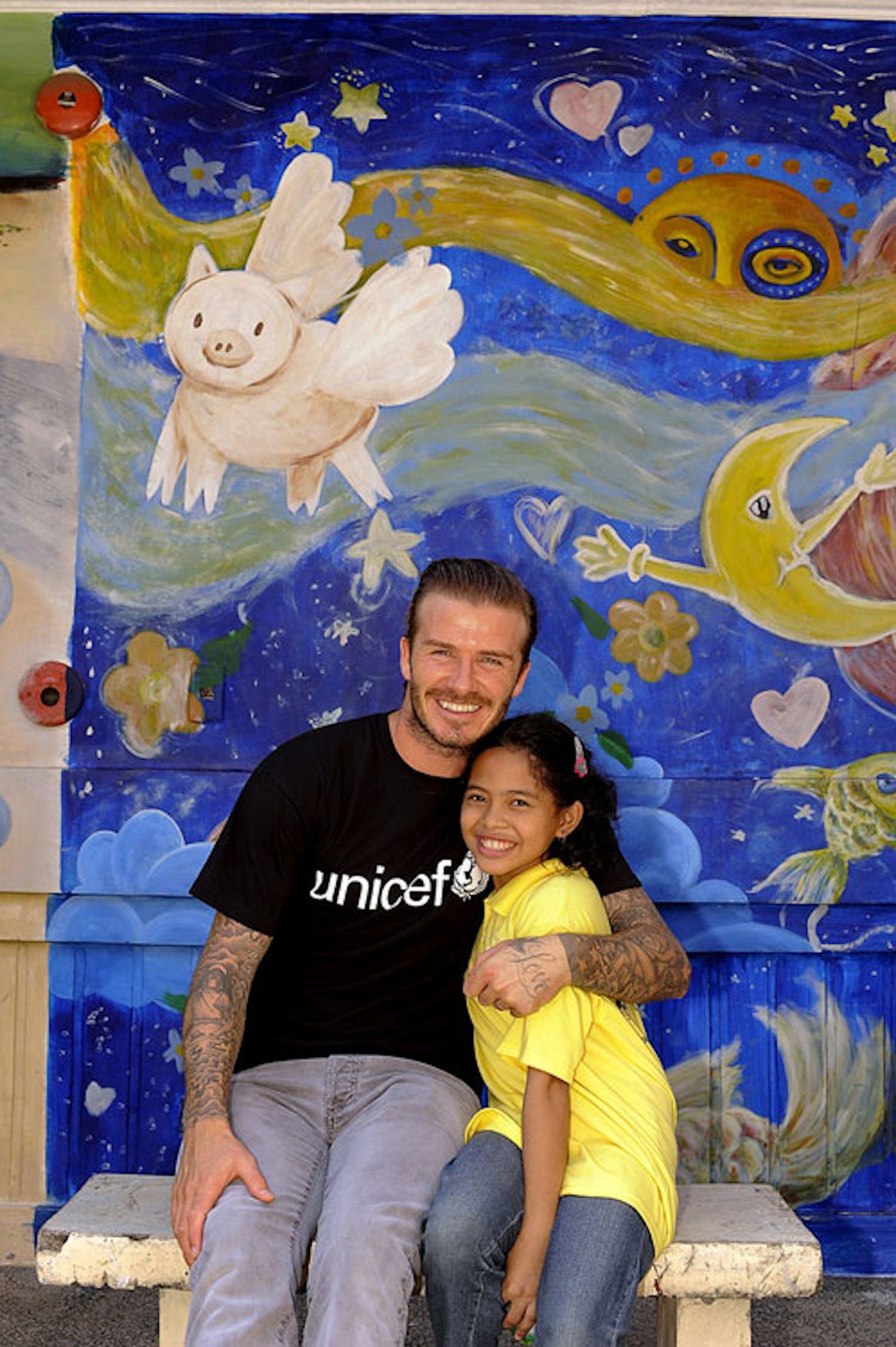 David Beckham con Shaina, 12 anni, un passato di abbandono e accattonaggio alle spalle e un sogno per il futuro: diventare infermiera - ©UNICEF UK/2011/Villafranca