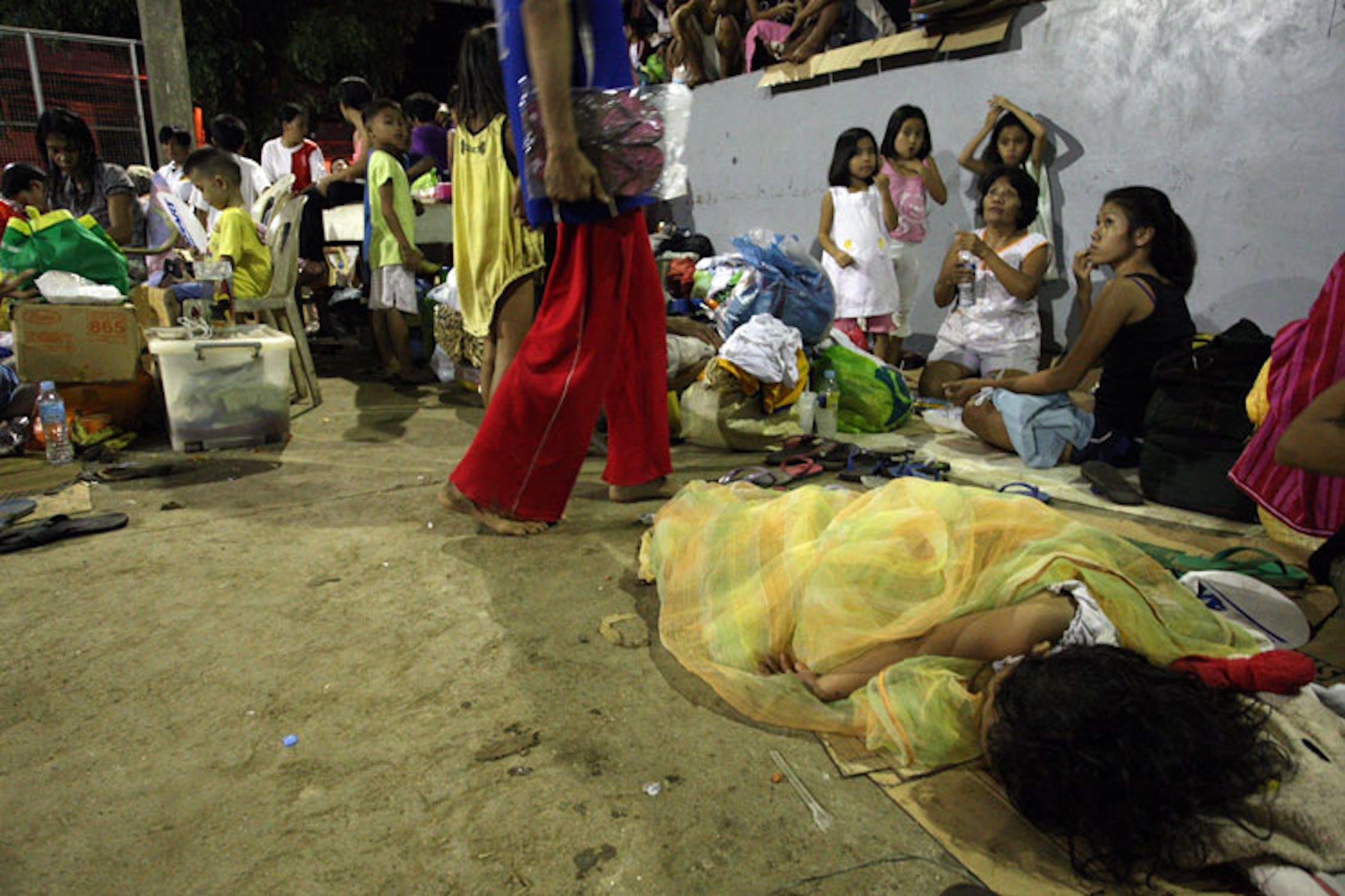 Bambini all'interno di uno dei centri per sfollati a Cagayan de Oro, Filippine - ©UNICEF Filippine/2011/Maitum