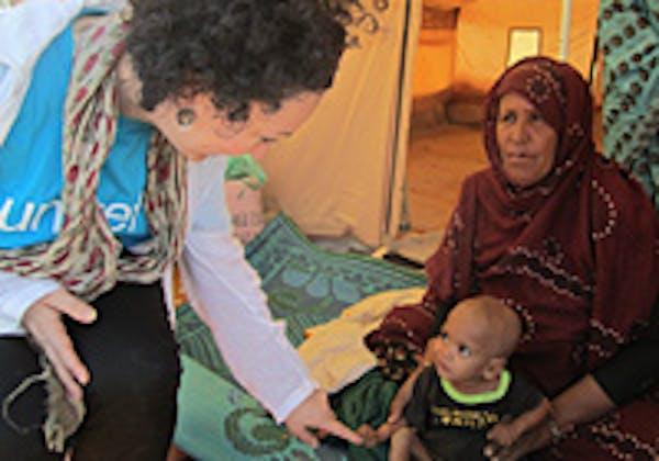 Il piccolo Habibi e la nonna, i due protagonisti di questa storia - ©UNICEF Mauritania/2012/Fassala