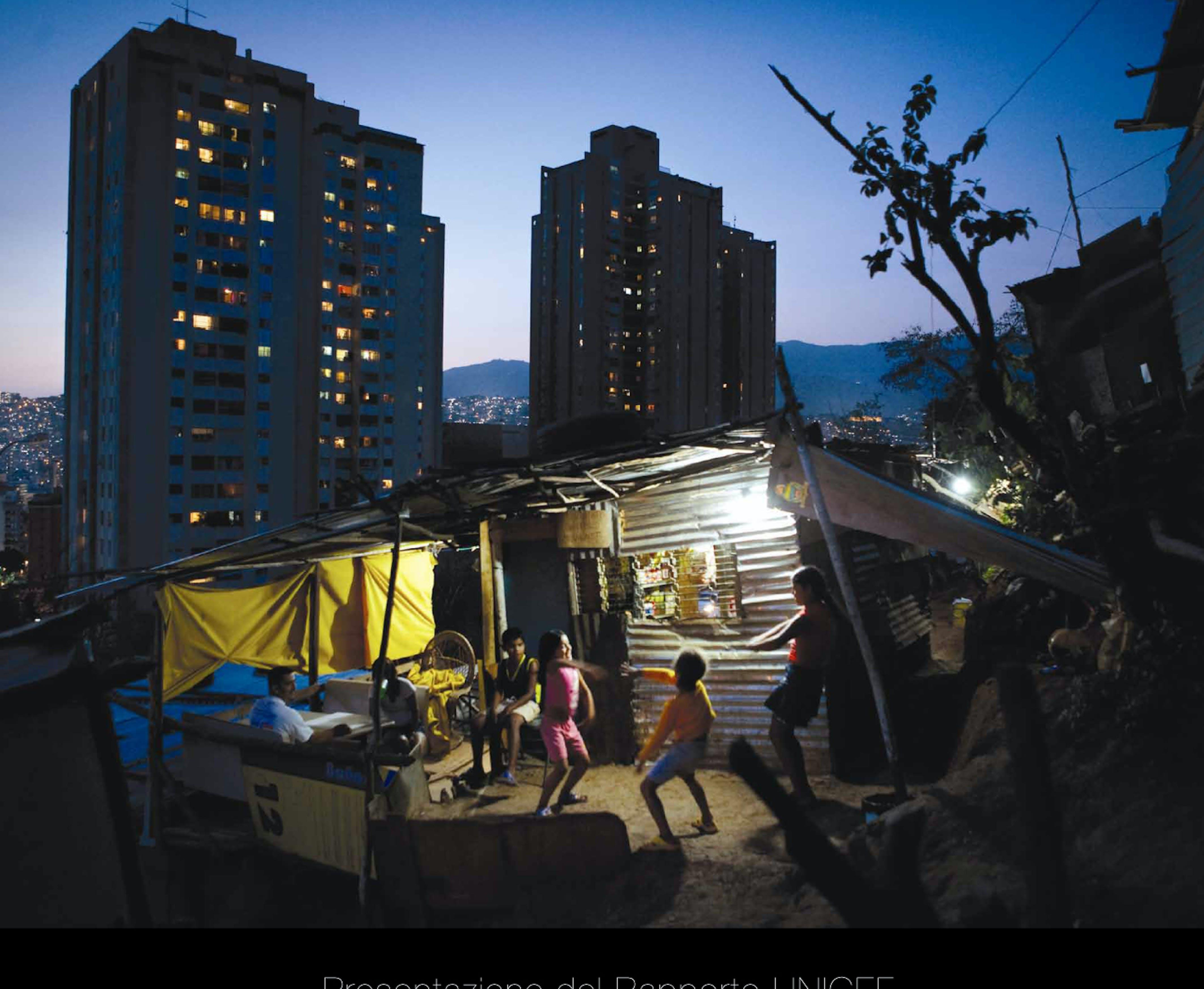 Bambini giocano in una favela a Caracas (Venezuela) - ©Jonas Bendiksen/Magnum Photos/2007