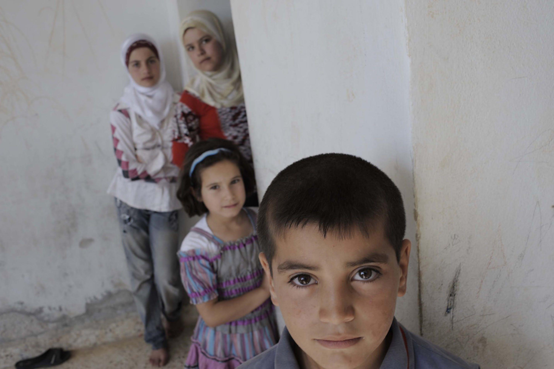 Bambini e donne in un rifugio durante un bombardamento su una città della Siria. La foto è stata scattata il 30 giugno 2012 - ©UNICEF/NYHQ2012-0696/A.Romenzi