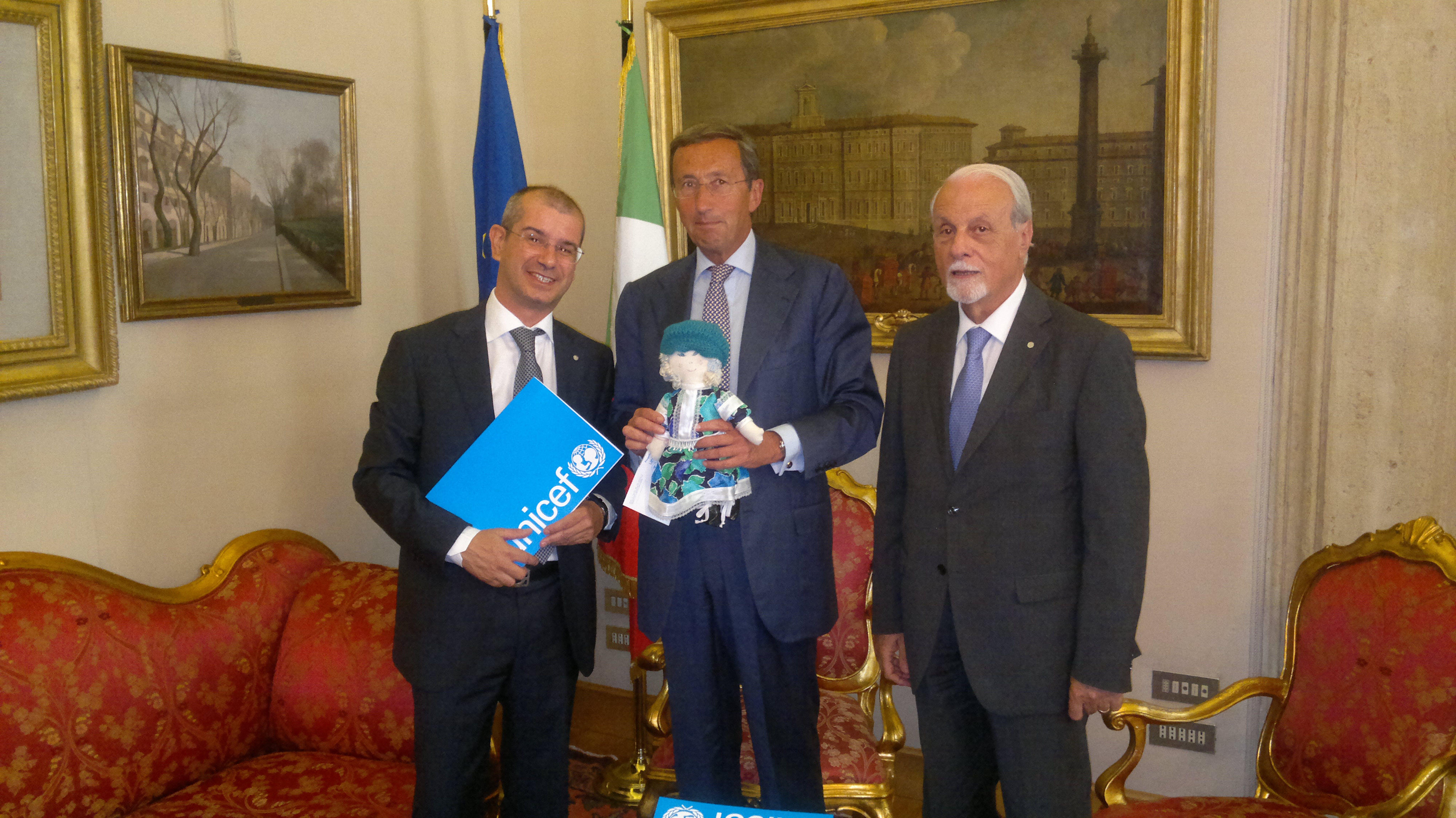 Il Presidente Fini insieme al Presidente UNICEF Giacomo Guerrera e al Direttore Usai