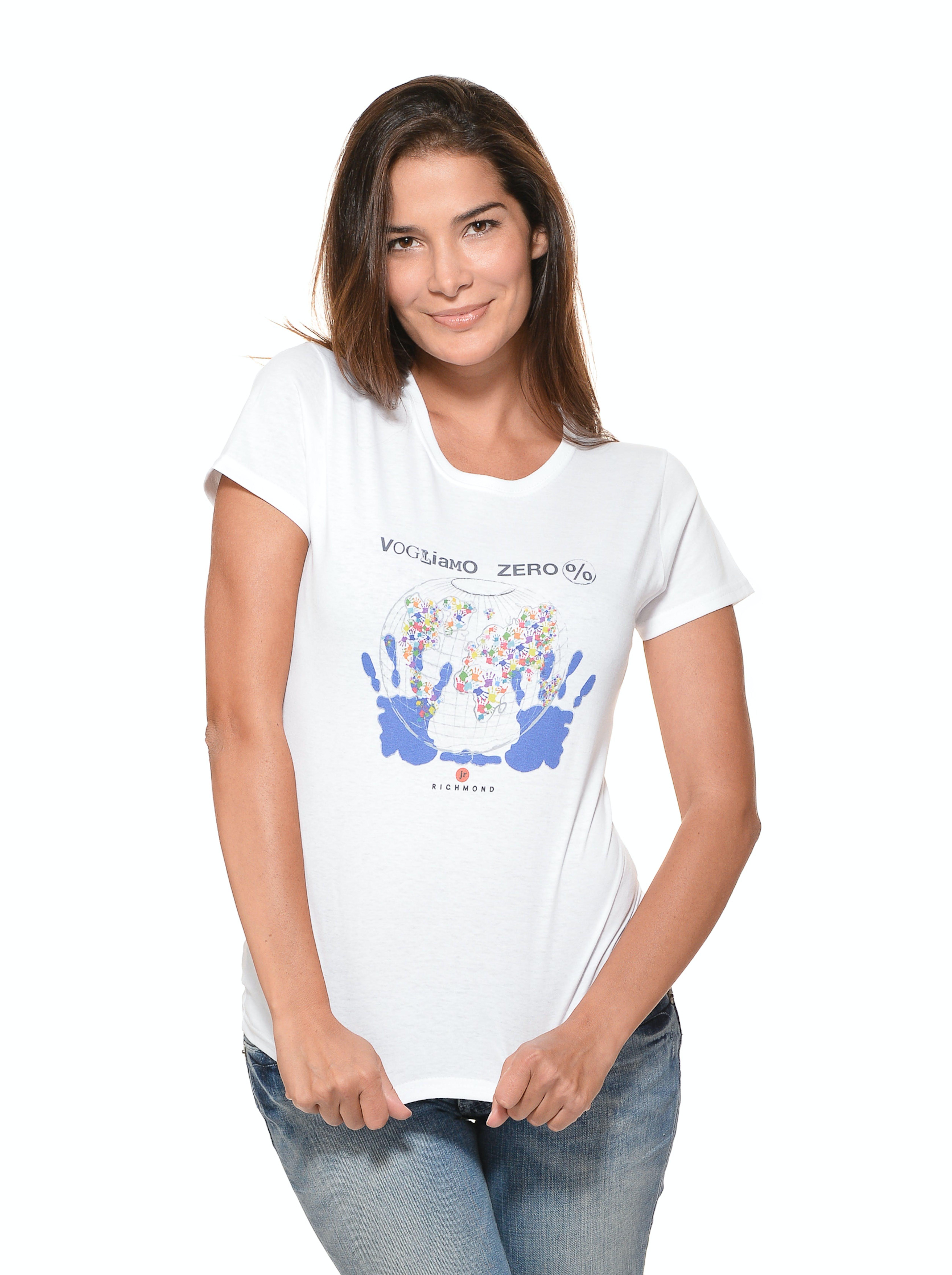 Ilaria Spada indossa la t-shirt disegnata dallo stilista Richmond e ispirata alla campagna