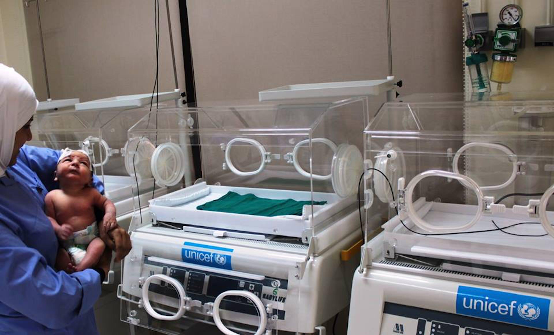 Due delle 50 incubatrici che l'UNICEF sta distribuendo nelle strutture sanitarie siriane - ©UNICEF Siria/2013/Alma Hassoun
