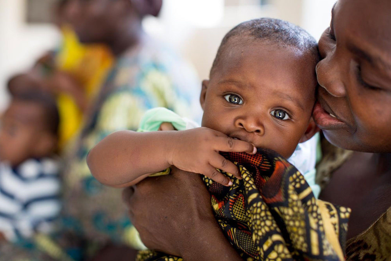Bertha, HIV-positiva, ha dato alla luce Tecla che è nata sana grazie alla terapia anti-retrovirale seguita dalla mamma durante la gravidanza. Mtoni, Tanzania, maggio 2015 - ©UNICEF/HIVA2015-0027/Schermbrucker