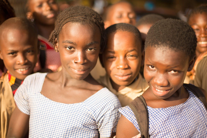 Alunne della scuola di Forécariah (Guinea) in cui è ambientata la videostoria della campagna #EmergencyLesson
