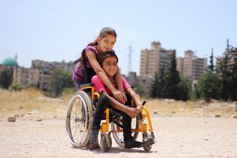 Duaa insieme a una delle sue nuove amiche - ©UNICEF/UN0142921/Al-Issa