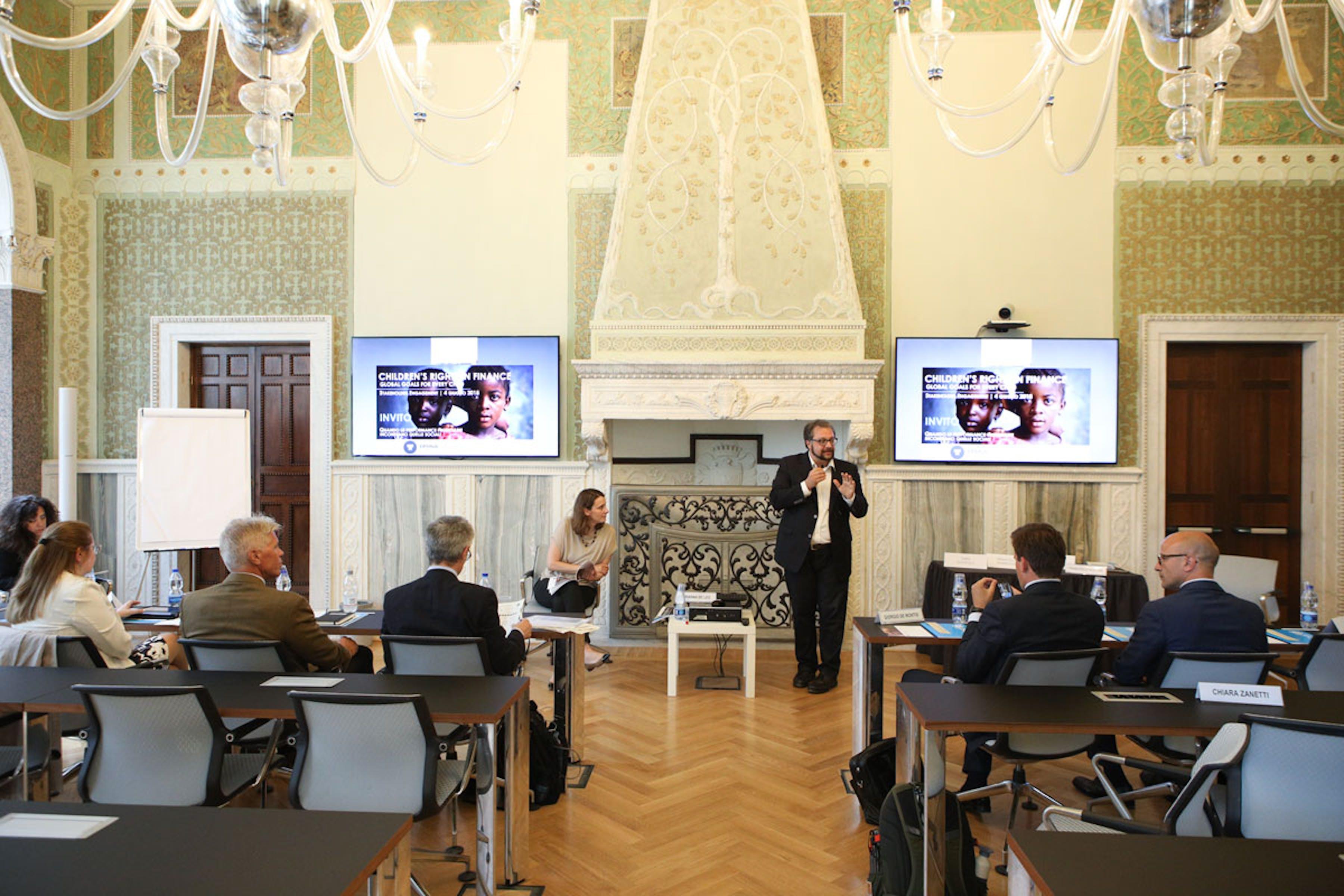 Arianna De Leo (UNICEF Italia) e Francesco Rullani (docente LUISS) nel corso dell'incontro