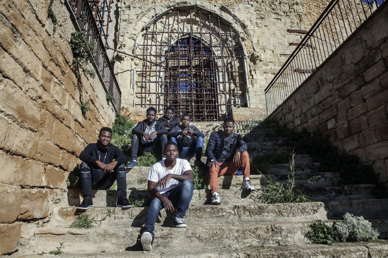 Omar e altri ragazzi migranti a Naro (AG) - ©UNICEF/UN0264448/S. De Luigi - VII Photo