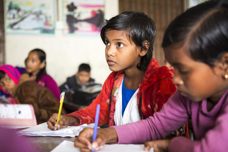 Alunne di una scuola sostenuta dall'UNICEF e dalla Fondazione Barcellona in Bangladesh - ©UNICEF/UN0267984/Kiron