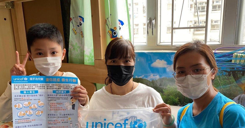 Giovanssimi volontari formati dall'UNICEF per attività di prevenzione del COVID-19 a Hong Kong (Cina) - © UNICEF/UNI314076