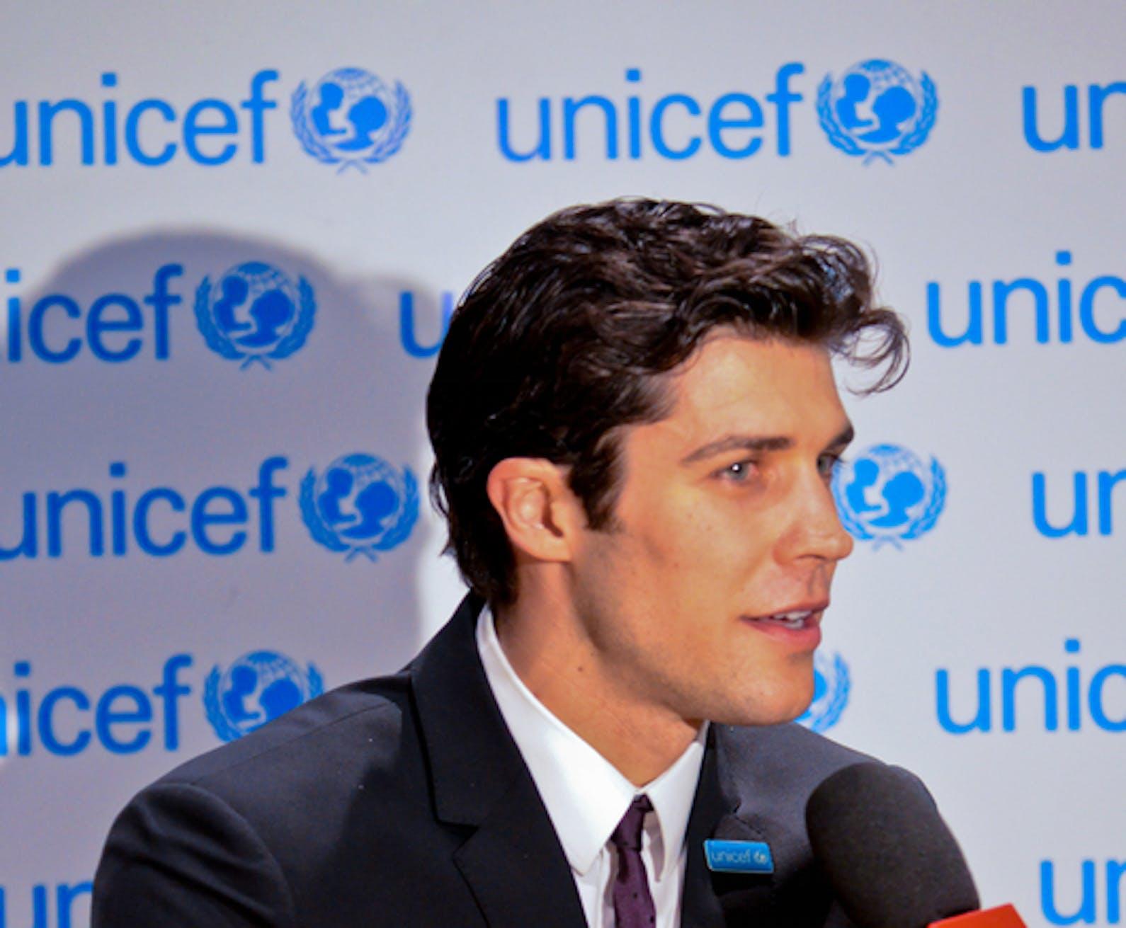 Roberto Bolle intervistato durante la cerimonia di varo della MSC Preziosa - ©UNICEF Italia/2013/Antonio Santamaria