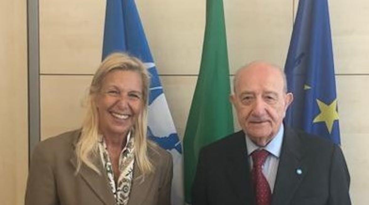 Nella foto, da sinistra: la Presidente di SOROPTIMIST INTERNATIONAL D'ITALIA Maria Coppola e il Presidente dell'UNICEF Italia Francesco Samengo.