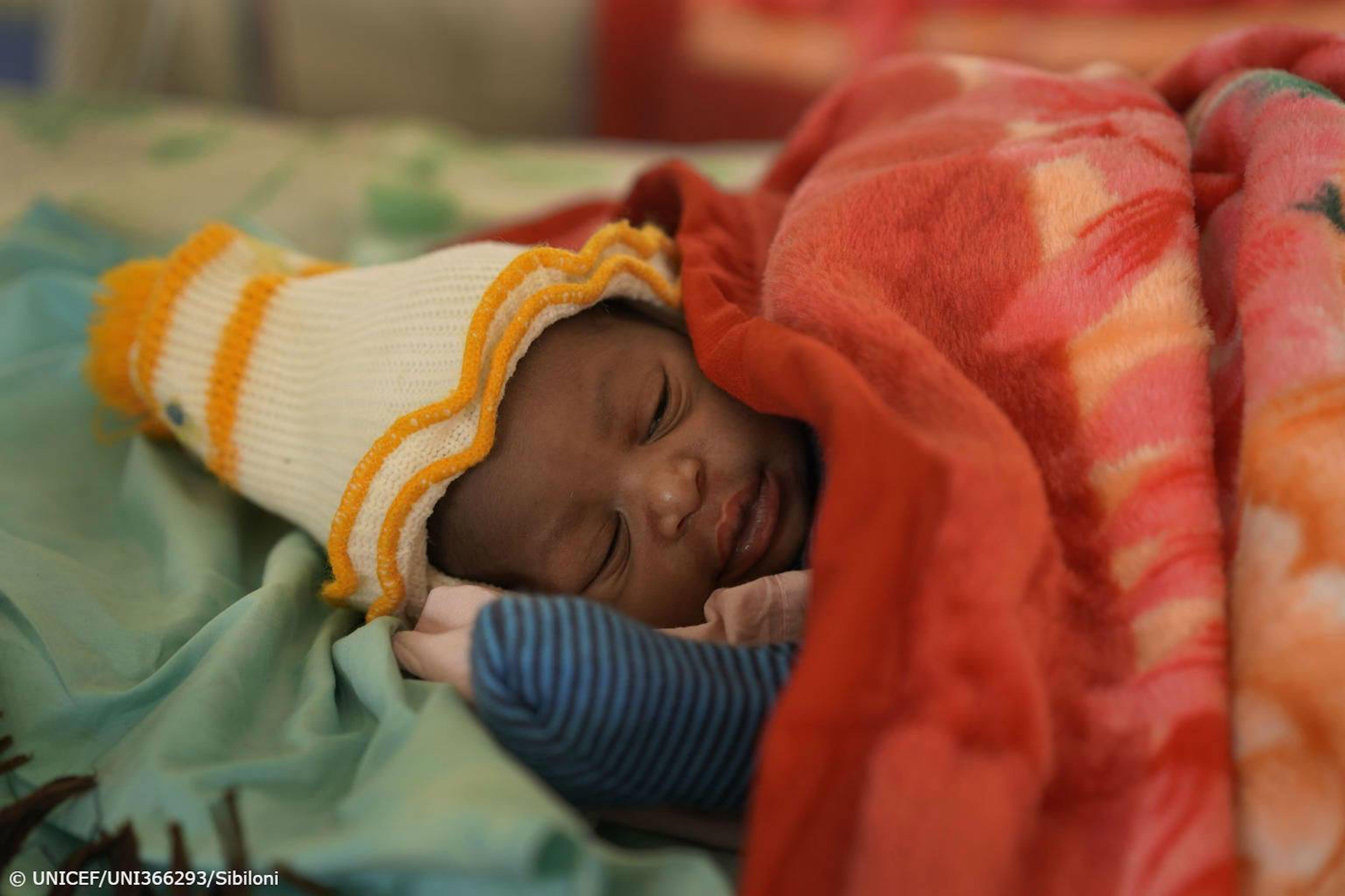 Un bambino nato in Uganda, durante la pandemia di COVID-19.