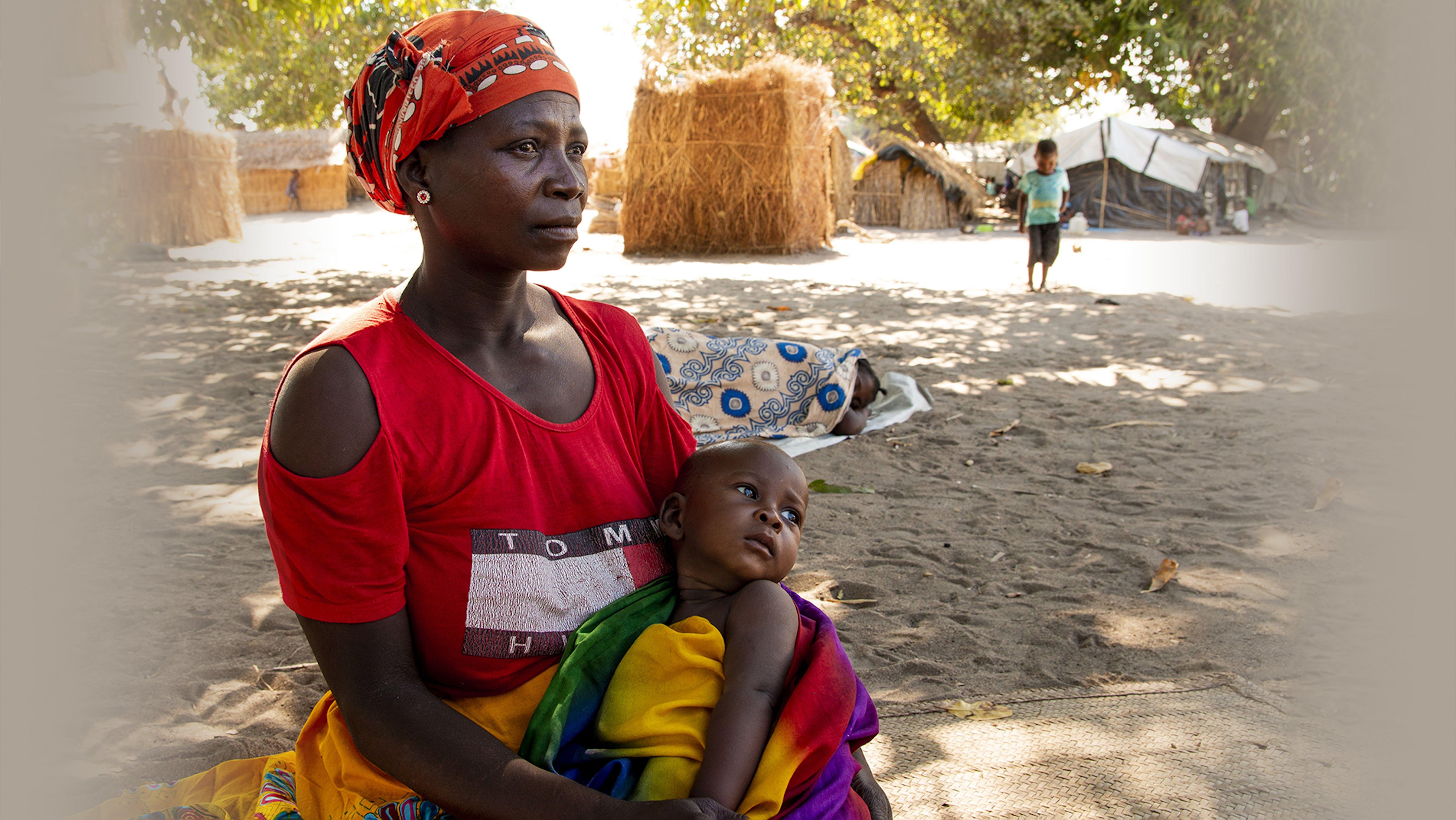 Mozambico: bambini e le loro famiglie nel campo per sfollati di Metuge.