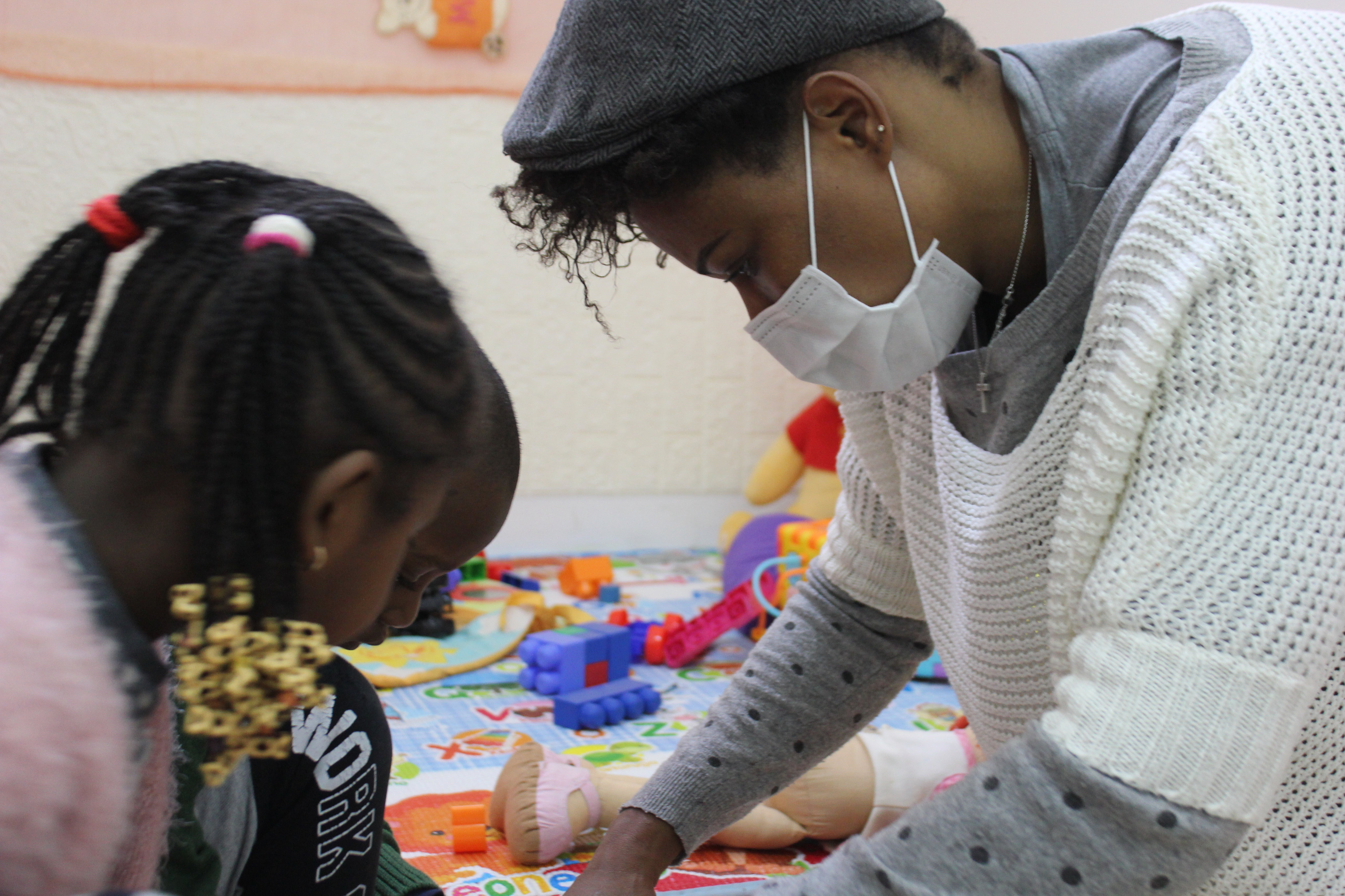 Deborah nello spazio bimbi del Women and girls safe space supportato dall'UNICEF