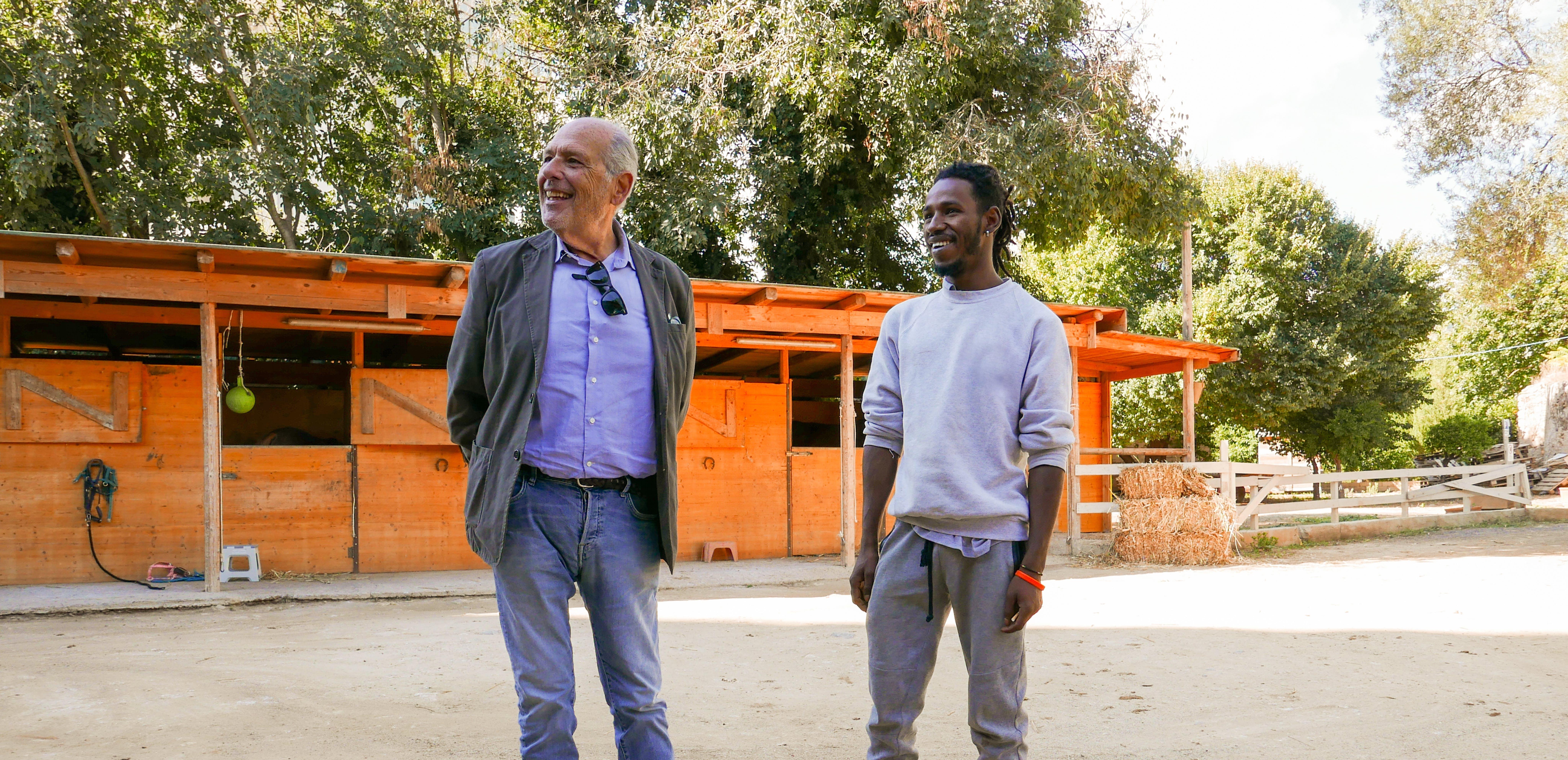 Madou, 20 anni, nel maneggio in cui ha trovato lavoro grazie al suo mentore Francesco