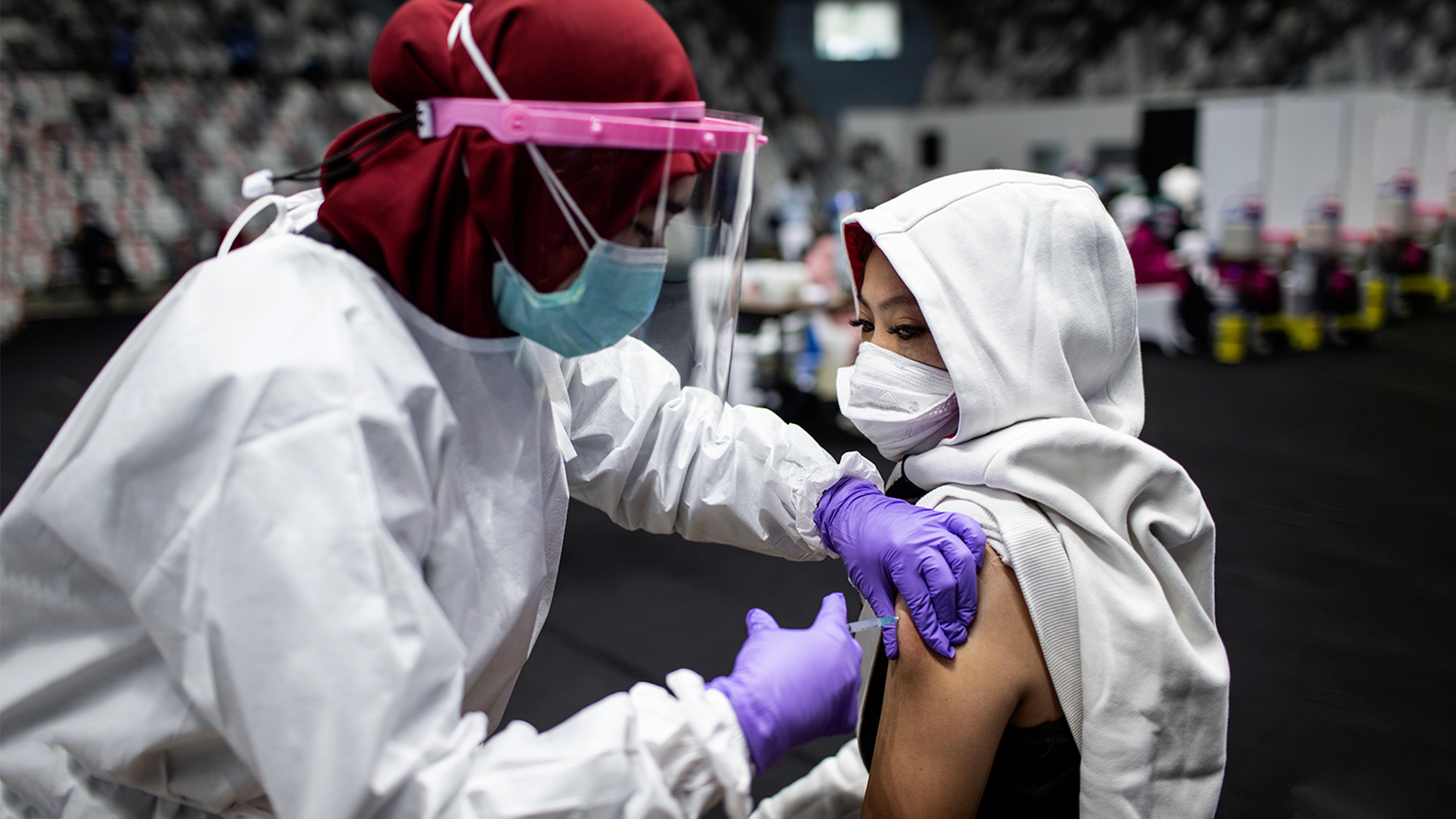 vaccinazione, covid-19, infermiera, indonesia